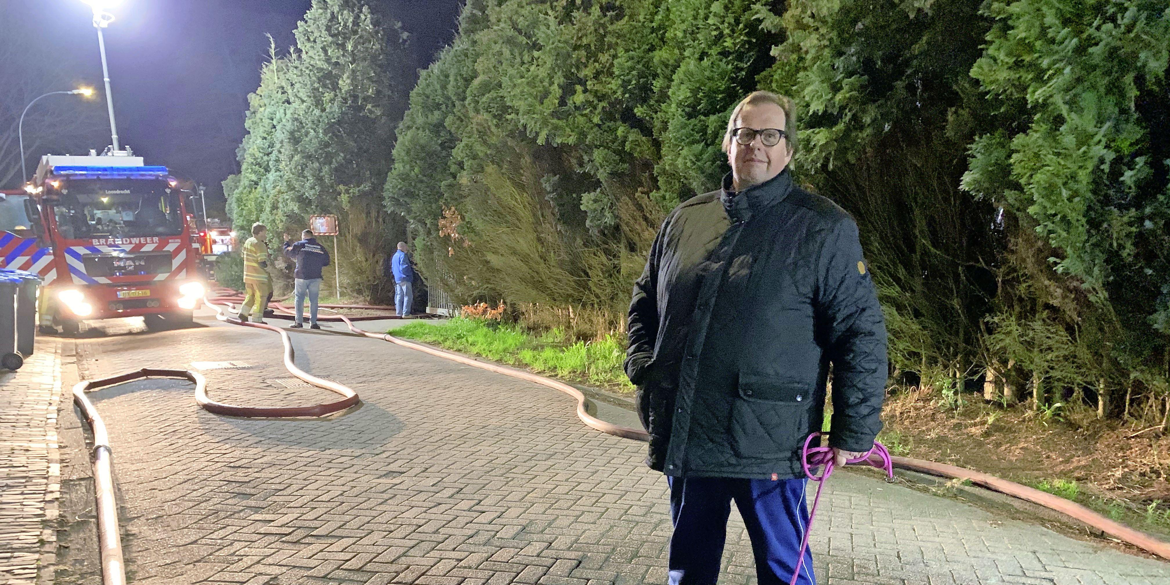 Ooggetuige van uitslaande brand op Vliegveld Hilversum schrok zich rot van de knallen en vlammen. 'Het gezin stond in onderbroek in de kou. Er was geen houden meer aan'