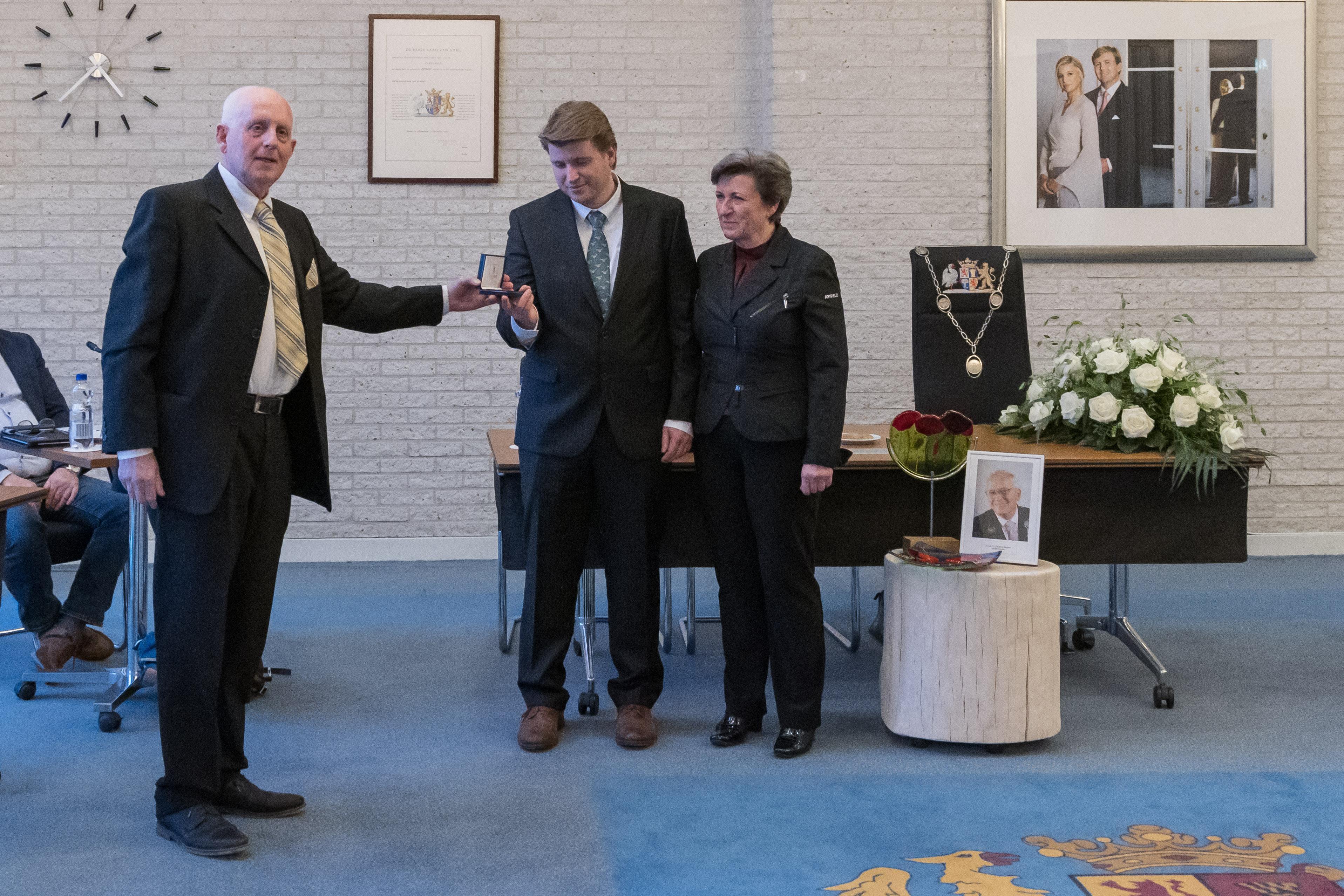 'Wij beseffen nog steeds niet dat Gert Jan nooit meer thuiskomt'. Emotioneel dankwoord weduwe burgemeester Nijpels tijdens herdenking