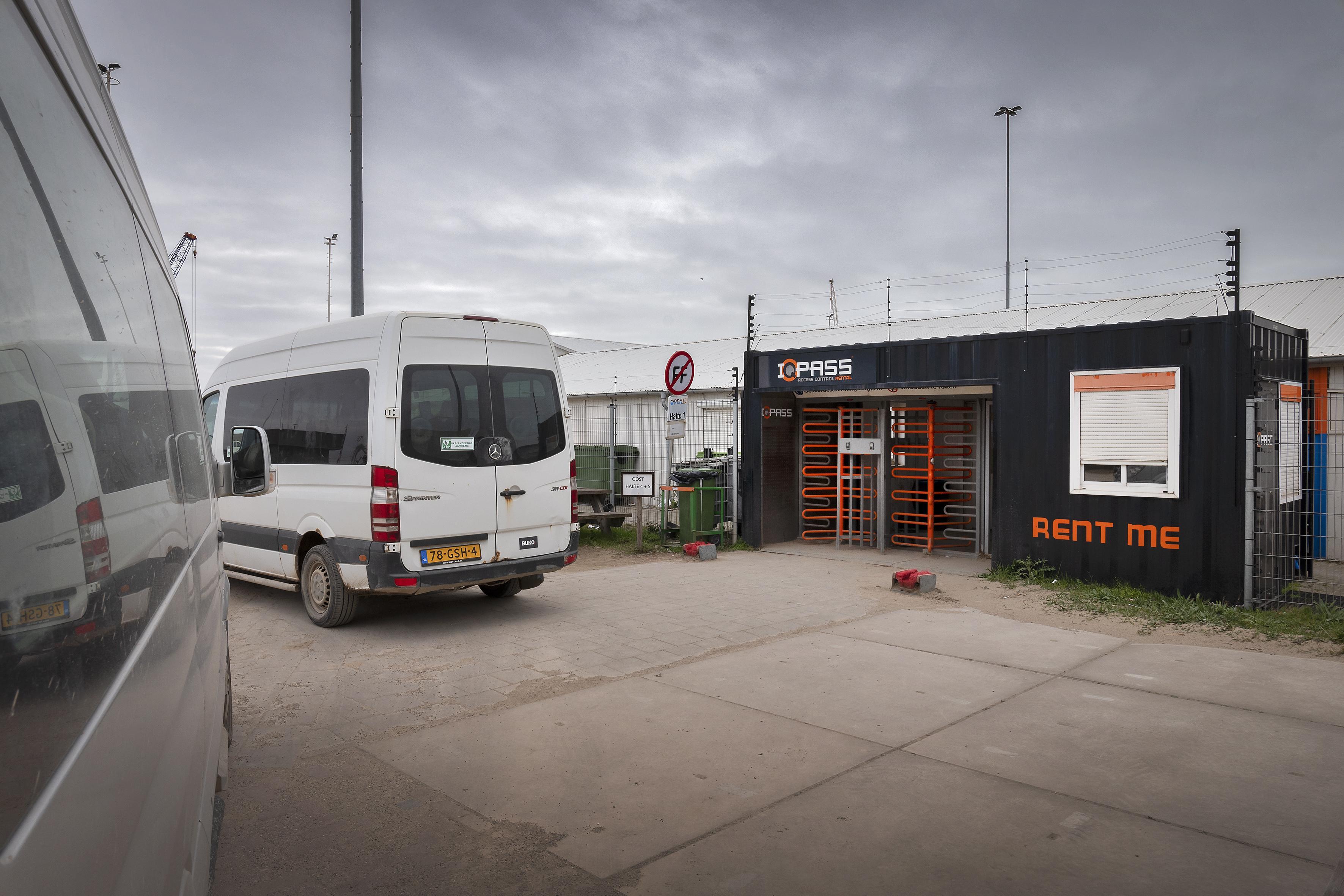 Draaideur bouwplaats nieuwe zeesluis IJmuiden extra vaak gepoetst