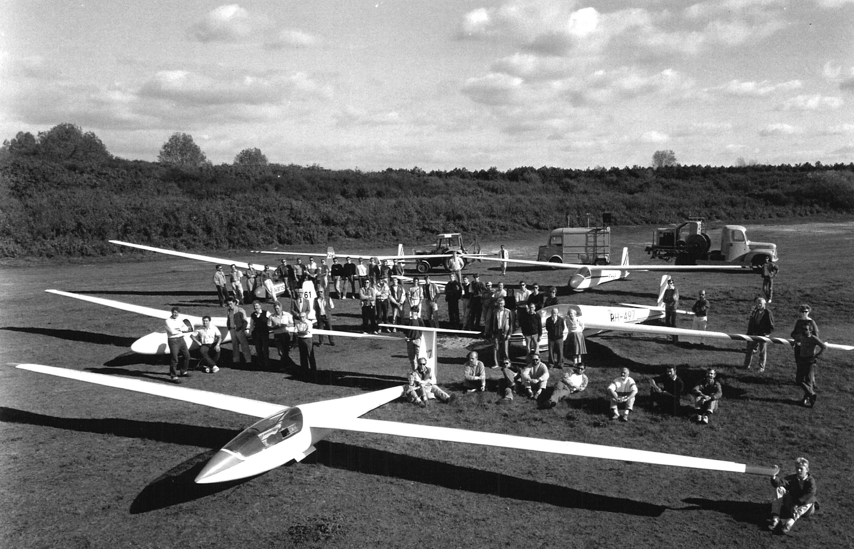 Piet Booy kon 'toveren met hout'. En zo ontstond het eerste 'vliegende krat'. Zweefvlieggeschiedenis was geboren