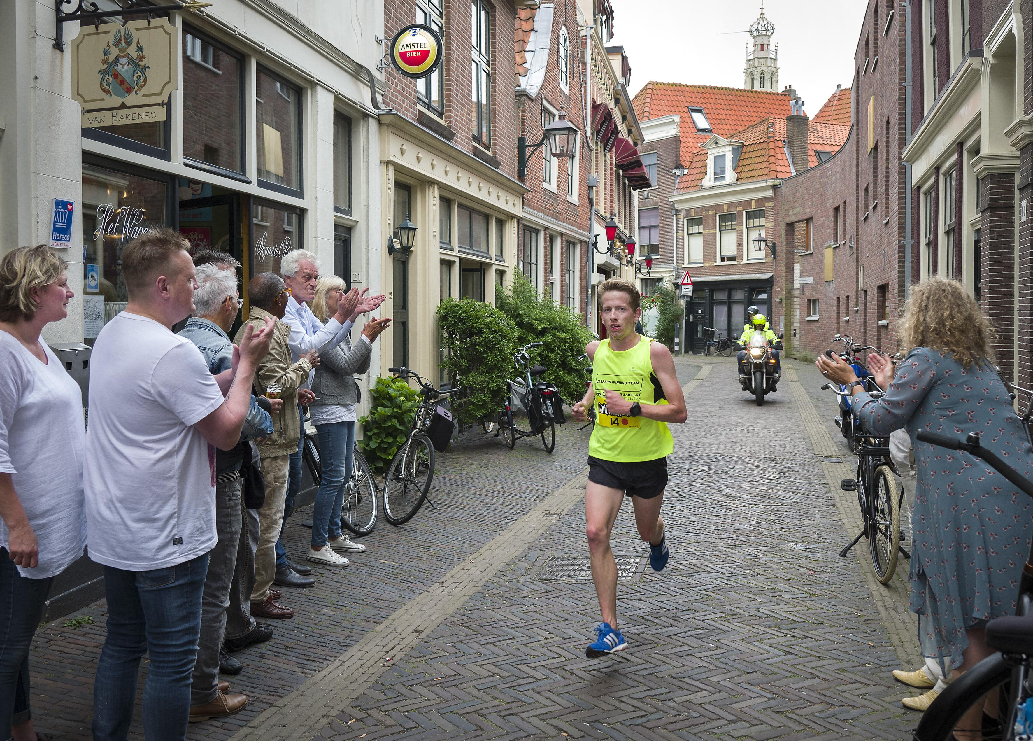 Meerkamper Martijn Hoogewerf lag kotsend op de baan en bedacht zich ineens: waarvoor doe ik dit eigenijk? Atleten over de sportloze zomer zonder perspectief