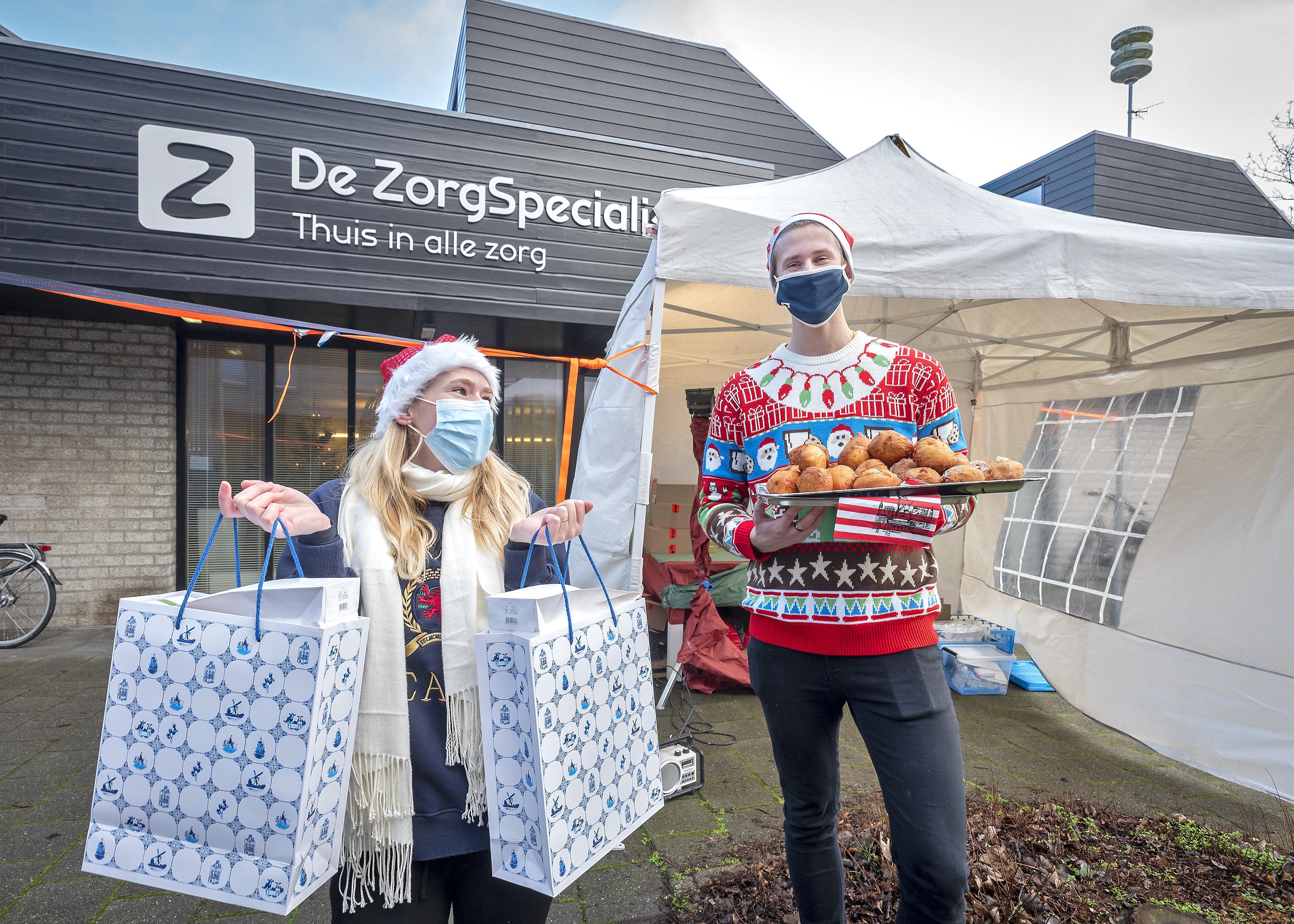 Thuiszorg medewerkers krijgen kerstpakket via drive-through
