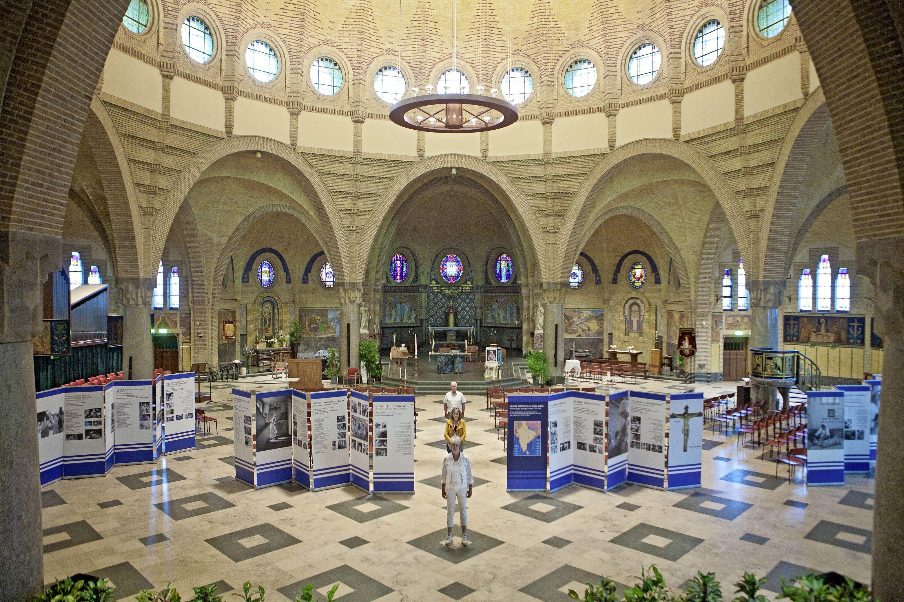 Het is muisstil in de Beverwijkse Agathakerk, maar dan kraakt er iets, hoog in de gewelven van het godshuis