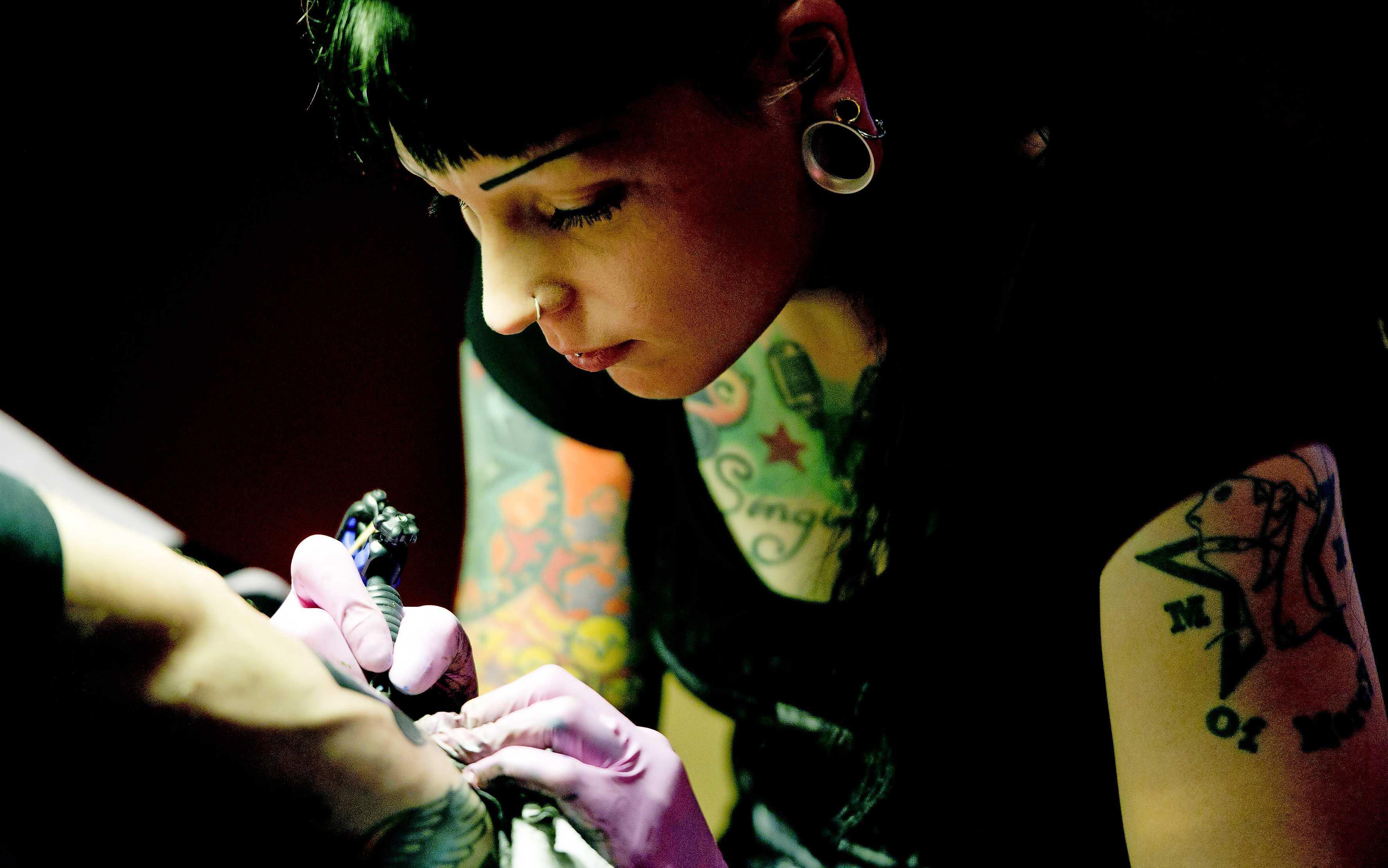 Hudson's Bay stunt met gratis Valentijns tattoo | Financieel