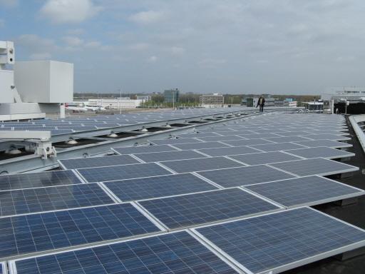 Als het elektriciteitsnetwerk vol is, moet een nieuwe zonnefarm maar even op een wachtlijst, zegt Autoriteit Consument en Markt