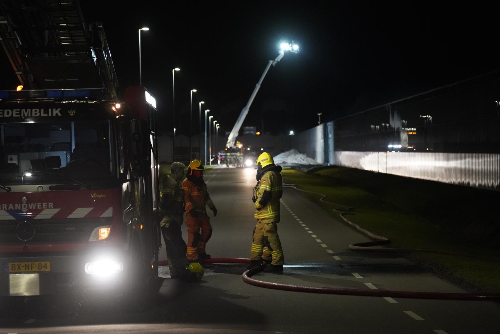 Buitenbrand bij groot kassencomplex in Middenmeer