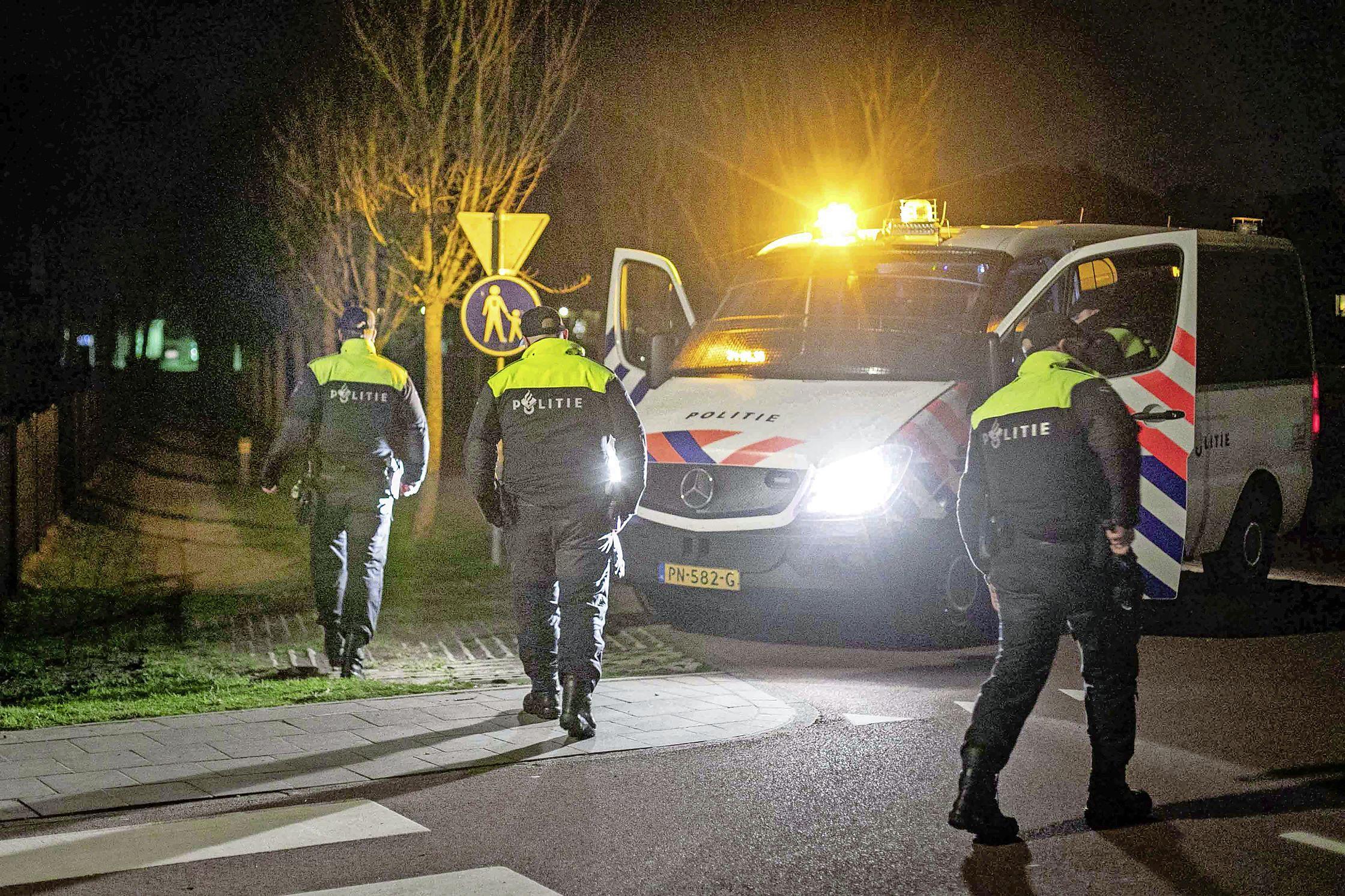 Illegaal feest in de duinen bij Bloemendaal, politie beboet twee jongens