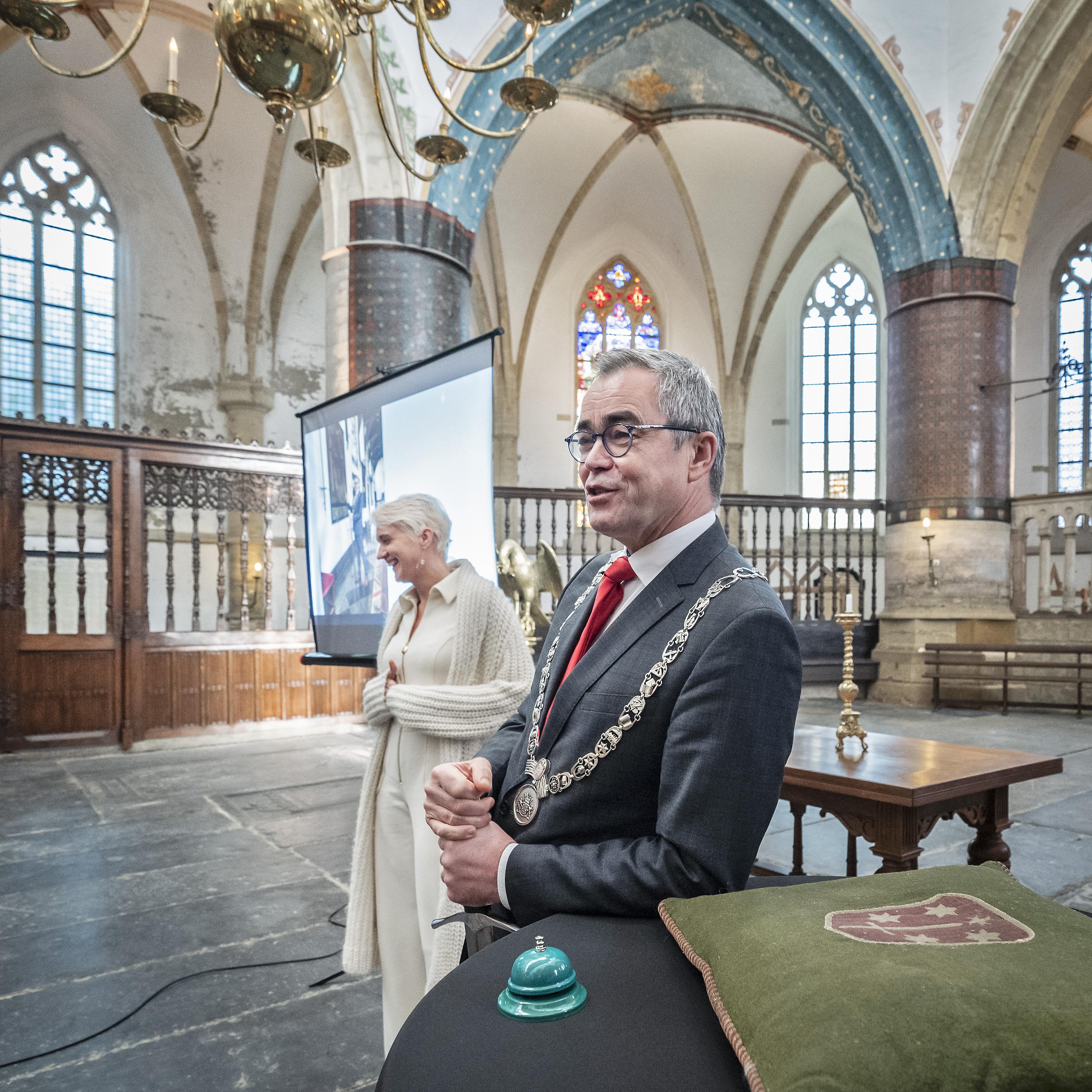 Zo viert Haarlem zijn 775e verjaardag in coronatijd: met Haarlem-vlag, Haarlem-mondkapje, en een sterk Haarlem-gevoel: 'Vicit vim virus, toch?'