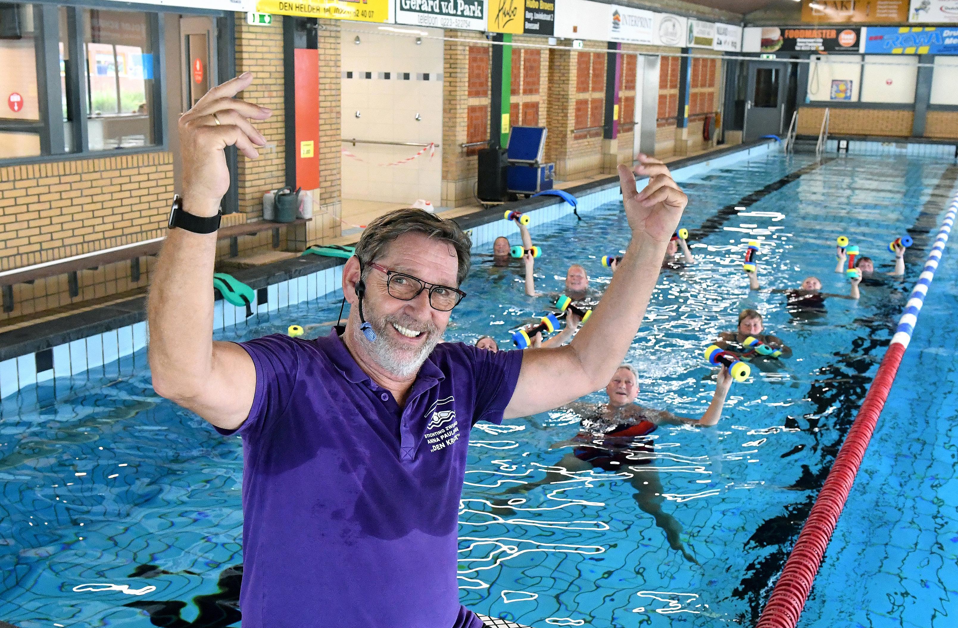 Toen Rob Biemans bij zwembad Den Krieck begon had hij een volle zwarte baard, vrijdag zwaait hij na 42 jaar af