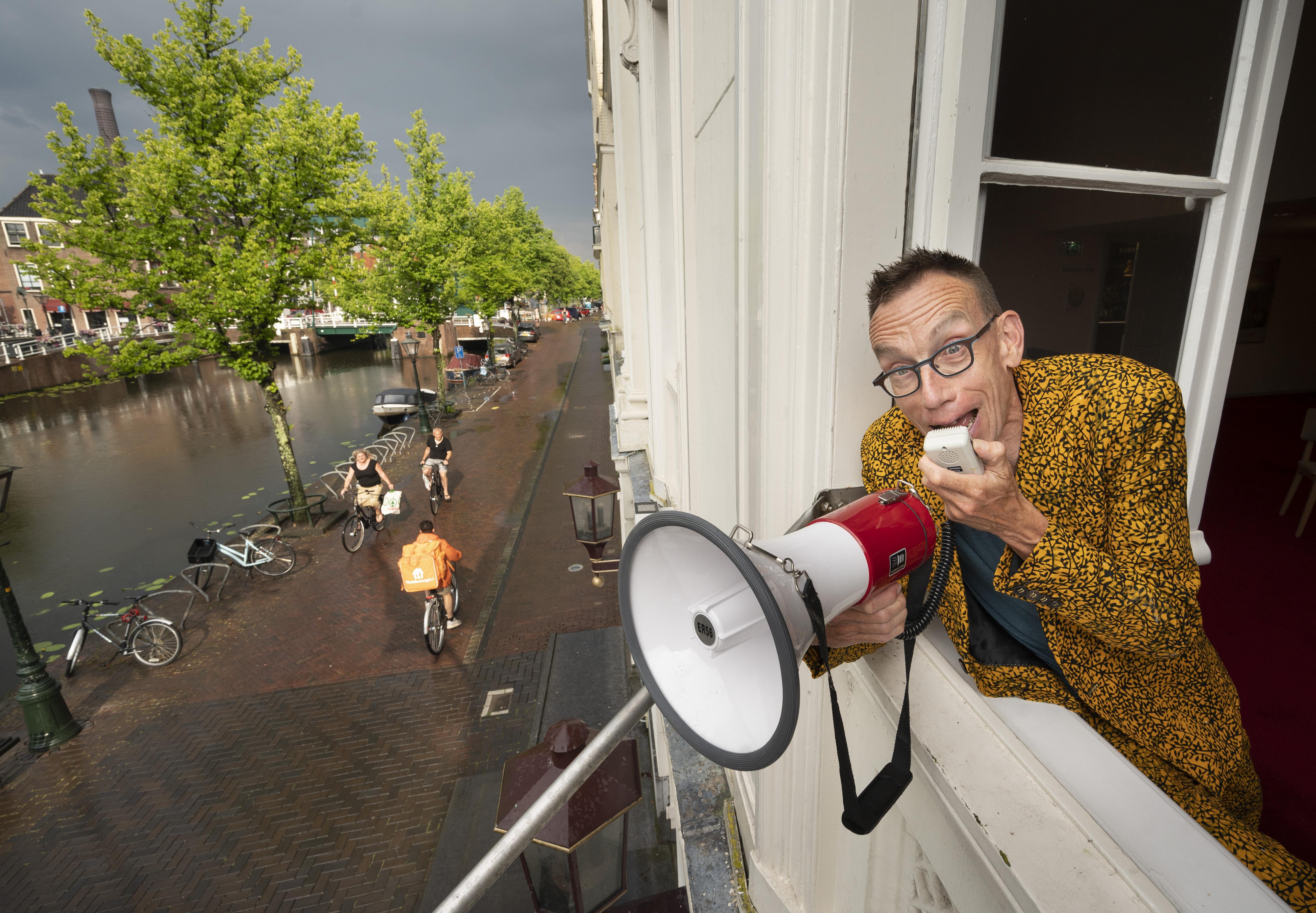 Dolf Jansen schreeuwt het van de daken: de cultuursector mag weer open!
