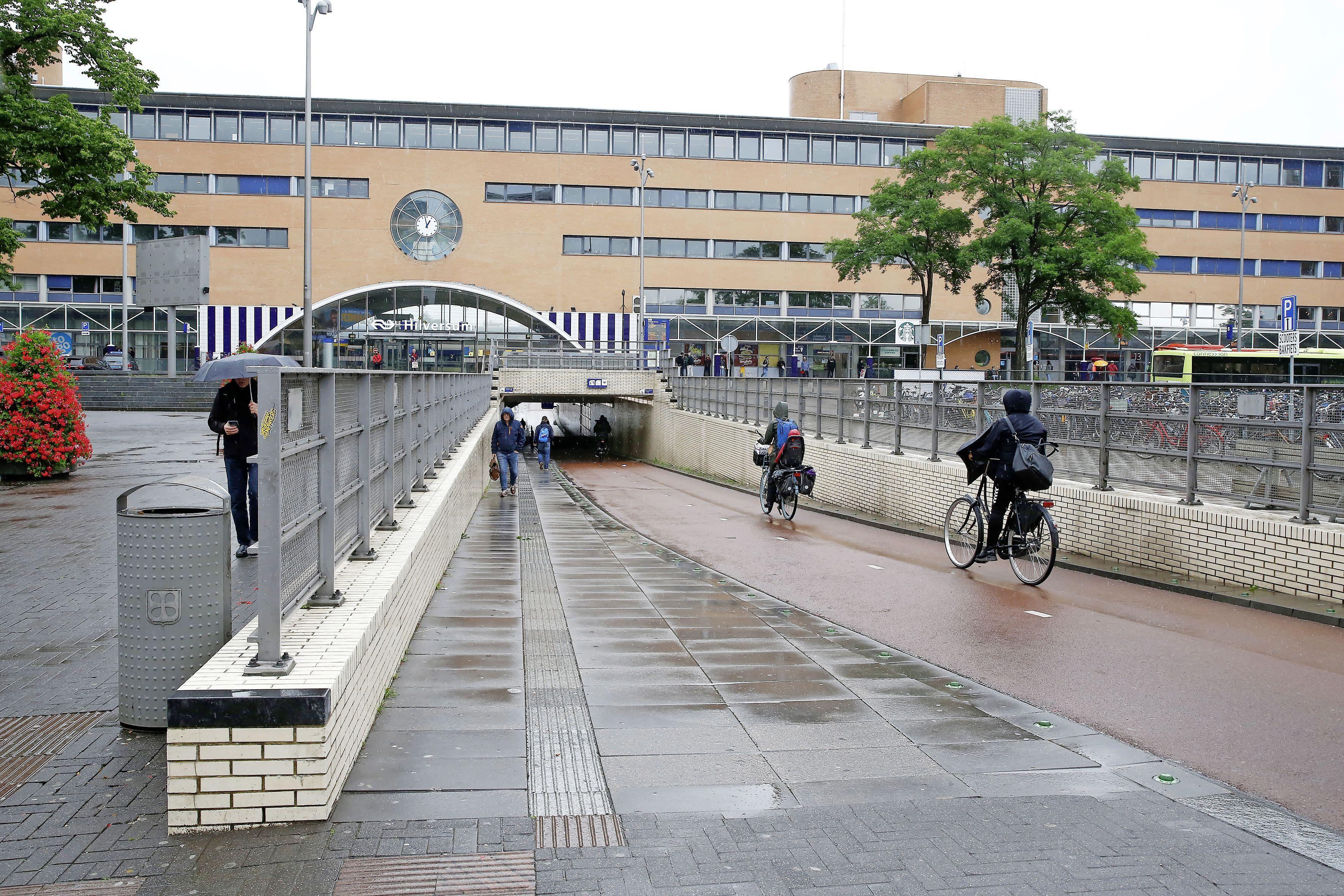 Fietstunnel onder Station Hilversum pas na de vakantie dicht, vertraging doordat grond vervuild blijkt te zijn