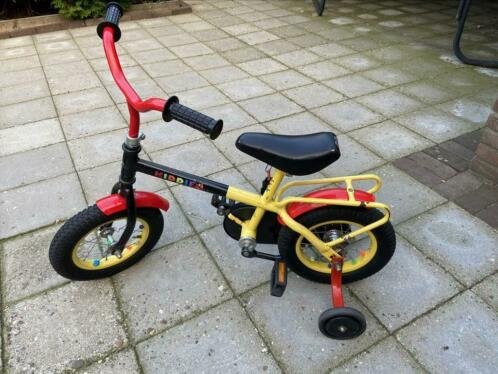 Kleine Pogacar rijdt onbekommerd en zijwieltjesloos de straat in | Column