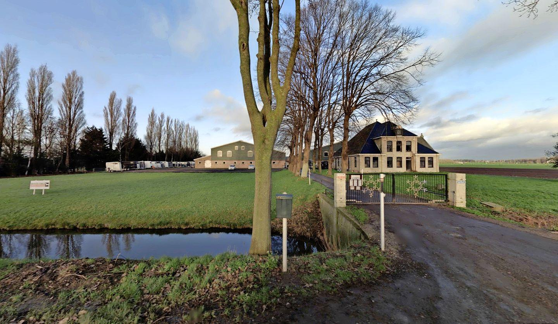Rechter bepaalt: wonen mag niet in tot paardenhouderij verbouwde stolpboerderij in Beemster, maar overnachten wel