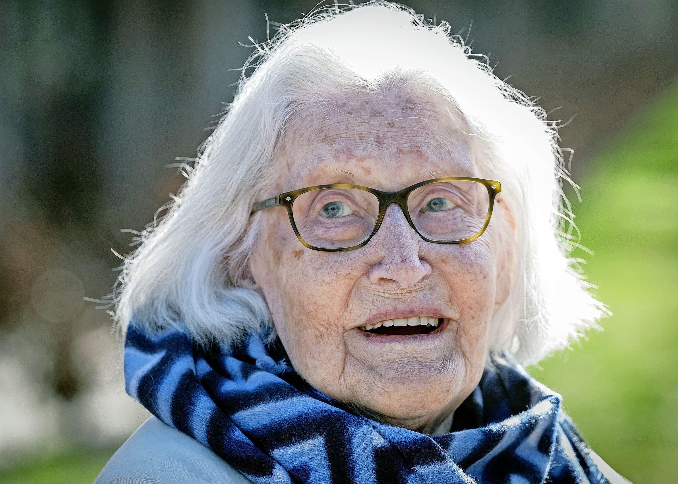 Bloemendaalse Mies Buré wordt zaterdag honderd jaar: 'Ik had het te druk om te trouwen'