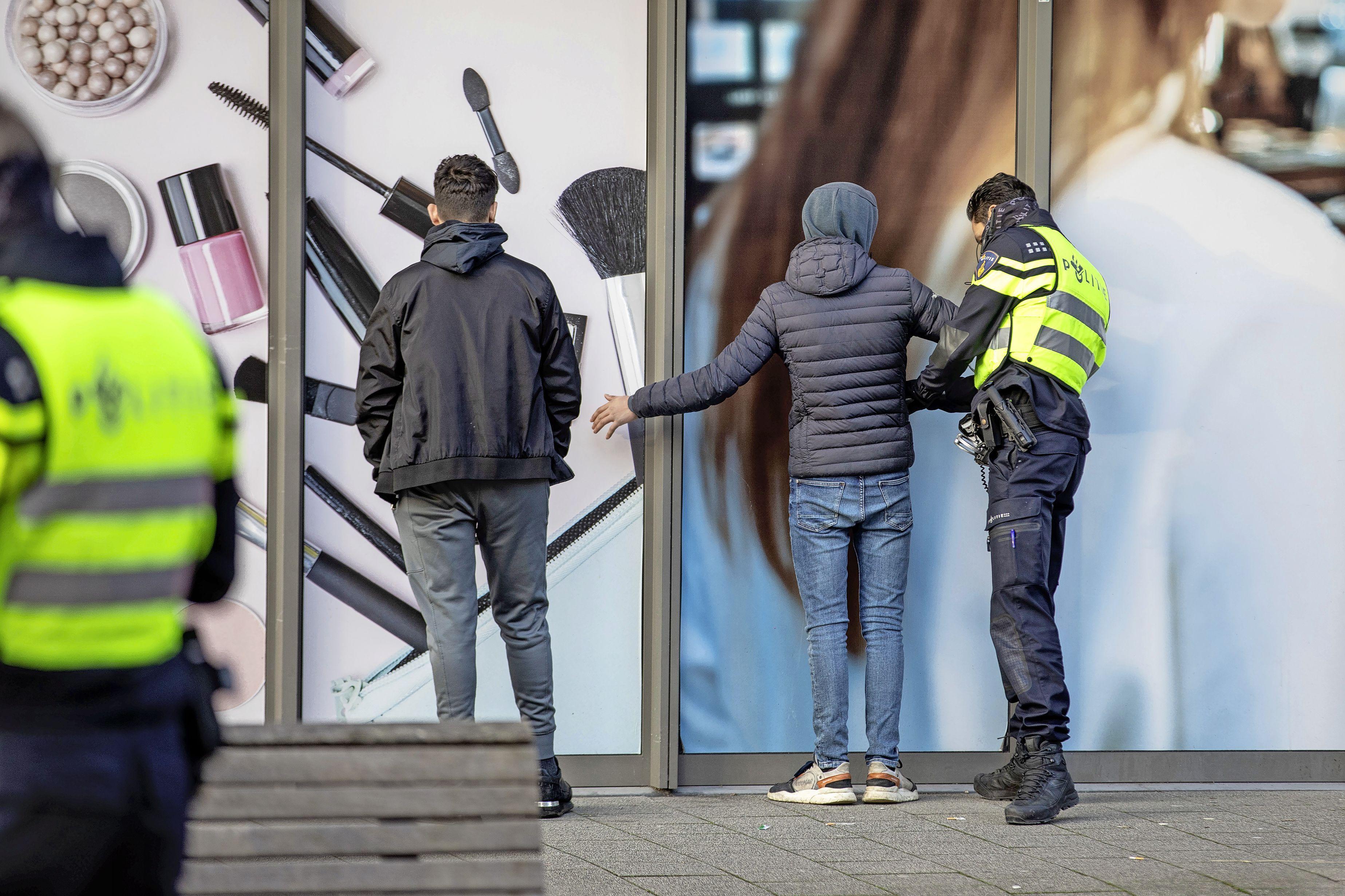 407 verdachten aangehouden voor de avondklokrellen