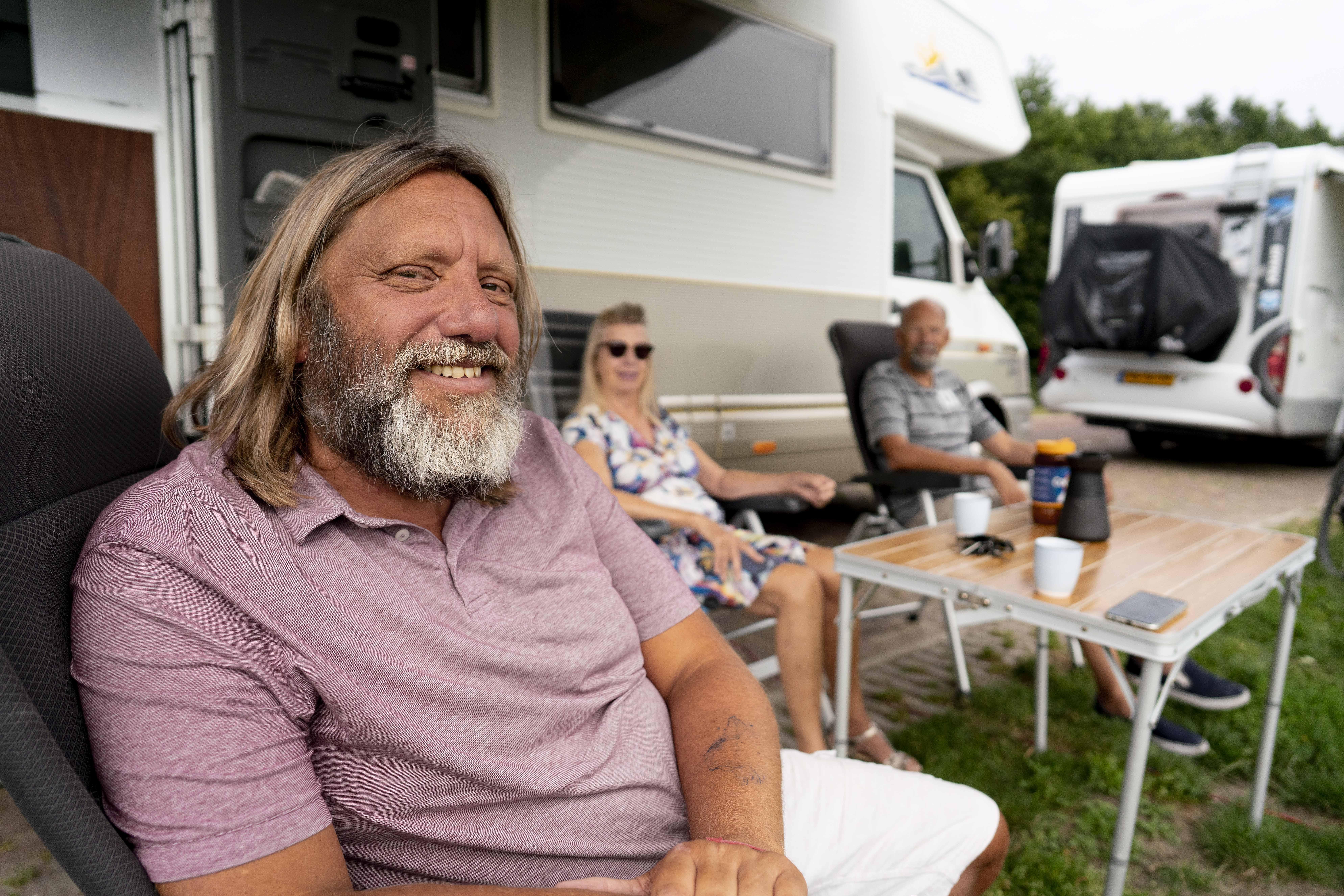 Geregeld staan er dertig campers op een rij op Zuiderstrand, 'Hollands Kroon zou moeten investeren in meer plaatsen'