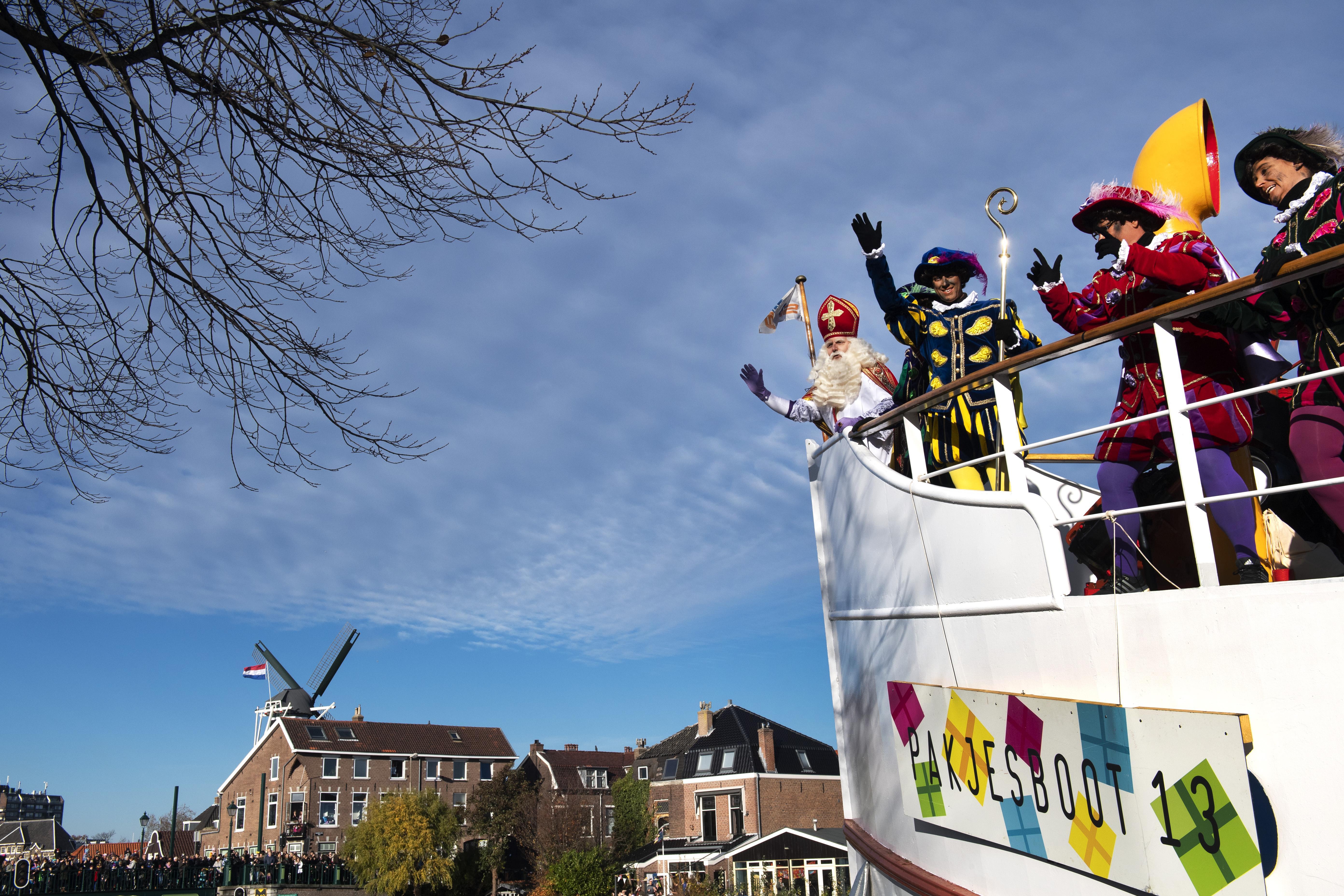 Warm welkom voor Sinterklaas in koud Haarlem