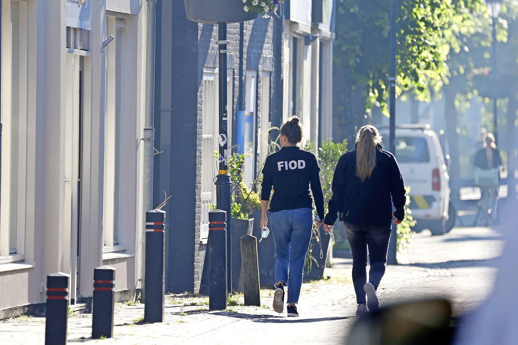 De buurman schrikt wakker: FIOD en douane doen een vroege inval, maar waarvoor?