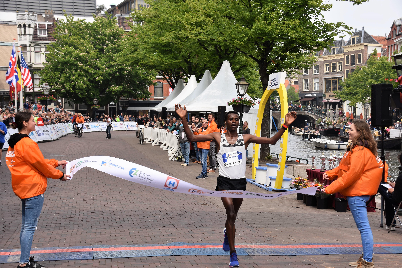 Organisatoren houden 'onlinemarathon' op dag van echte marathon; gemeente Leiden weet van niets