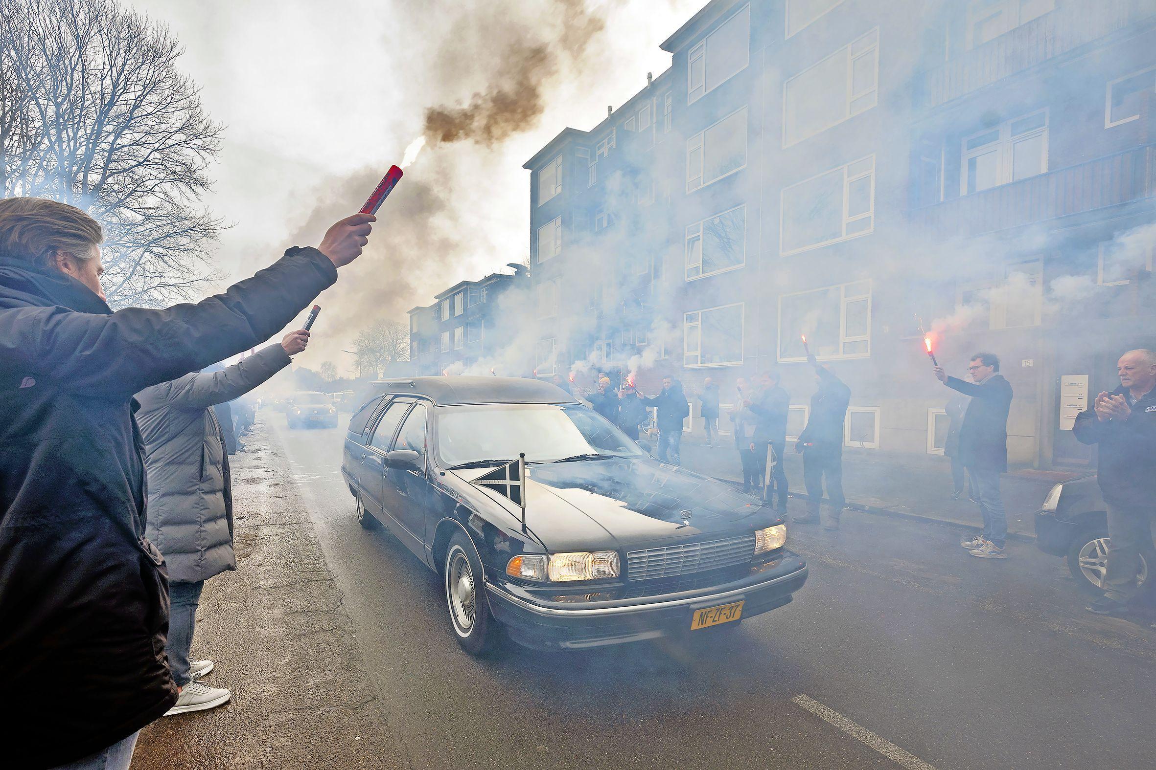 Voetbaltrainer Bert Wagemaker krijgt de erehaag die hij verdient: EDO, Onze Gezellen en VSV herdenken geliefde Haarlemmer