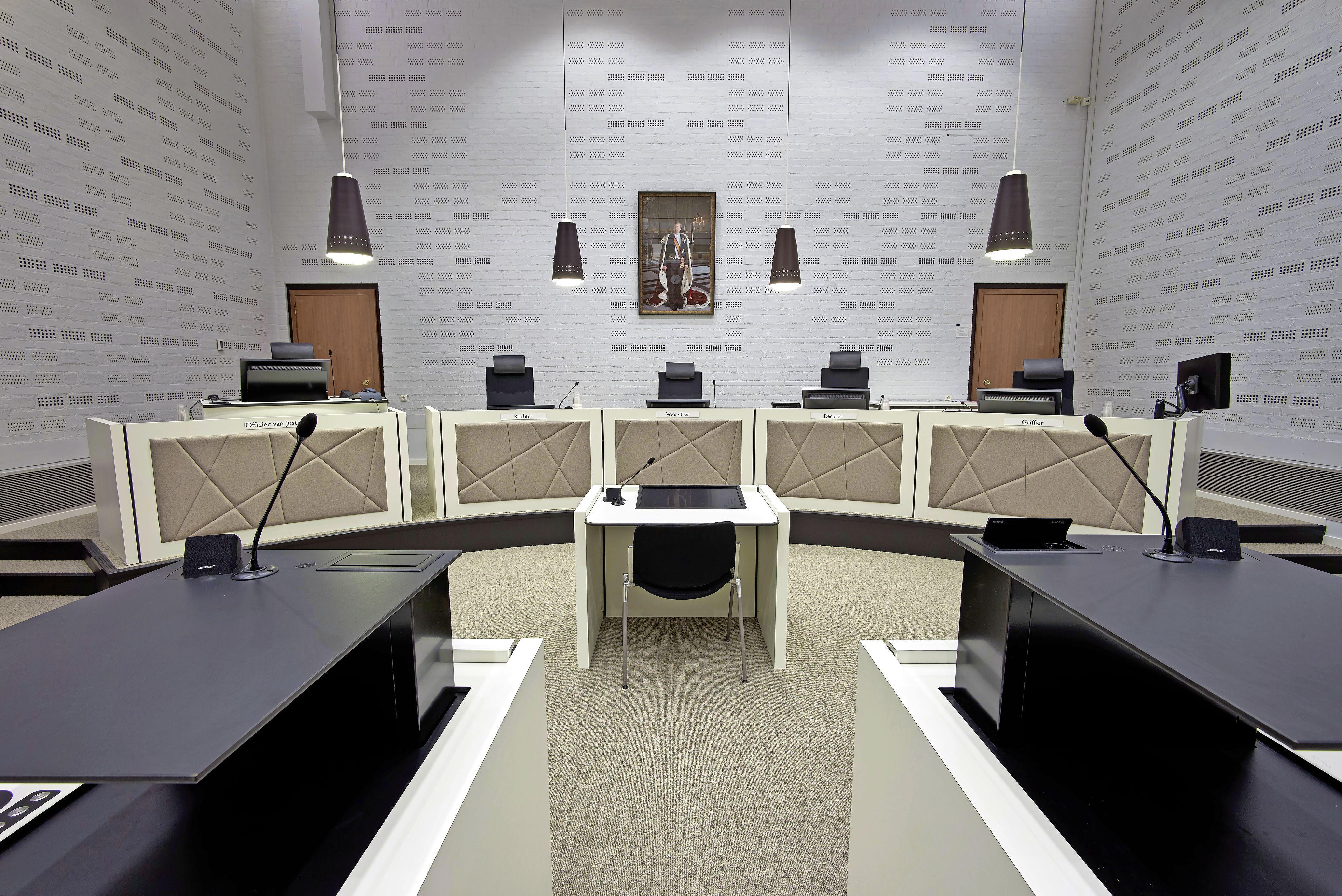 Voormalig medewerker jeugdinrichting Sassenheim hoort 27 maanden cel eisen vanwege ontucht