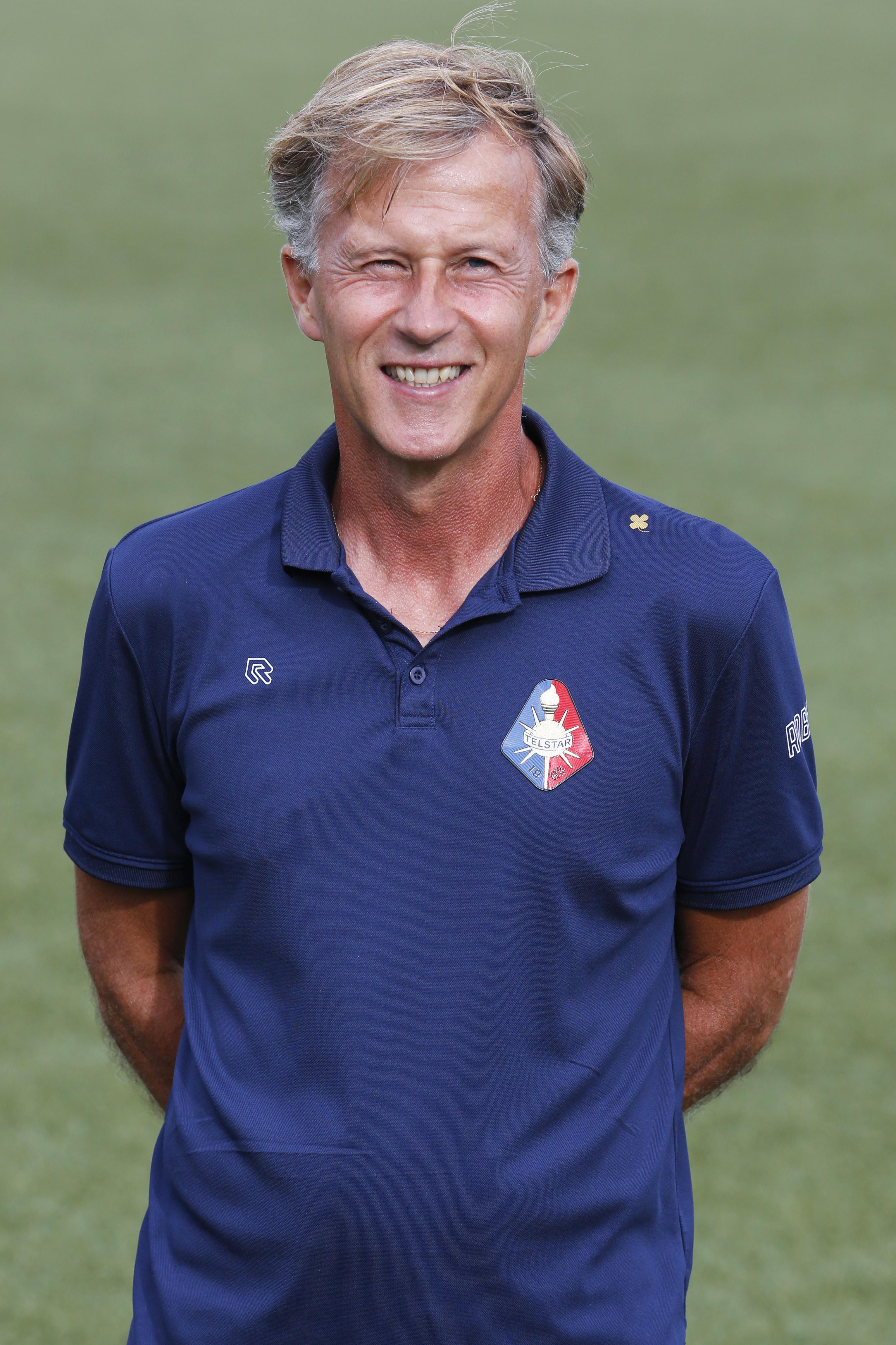 Andries Jonker besloot midden in het seizoen de spelers van Telstar zes dagen vrij te geven: 'Ik vind het een goede beslissing. Wat de buitenwacht daar verder van vindt? Het zal wel'