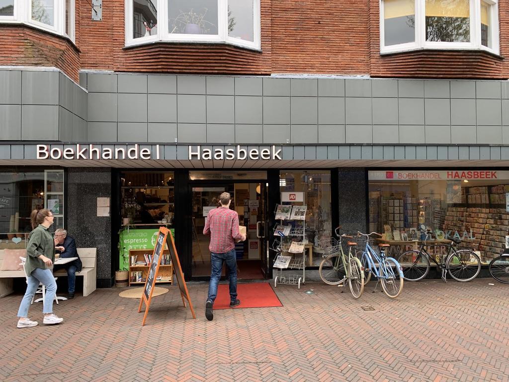 Alphense boekhandel Haasbeek verhuist naar een andere plek in het centrum