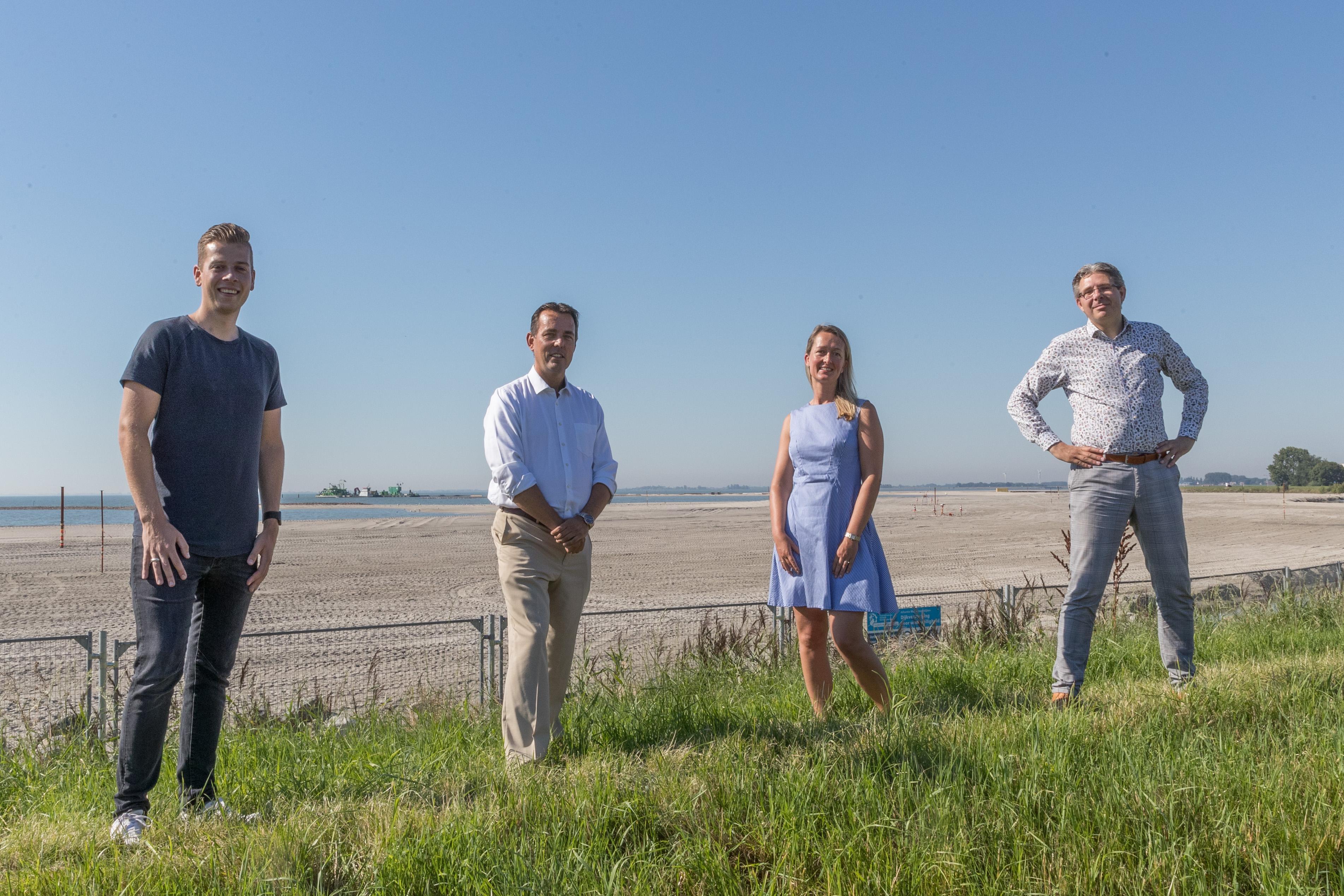 Windmolens pal voor nieuwe strand Hoorn? Het zou zo maar kunnen met de huidige plannen, vrezen de Westfriese liberalen