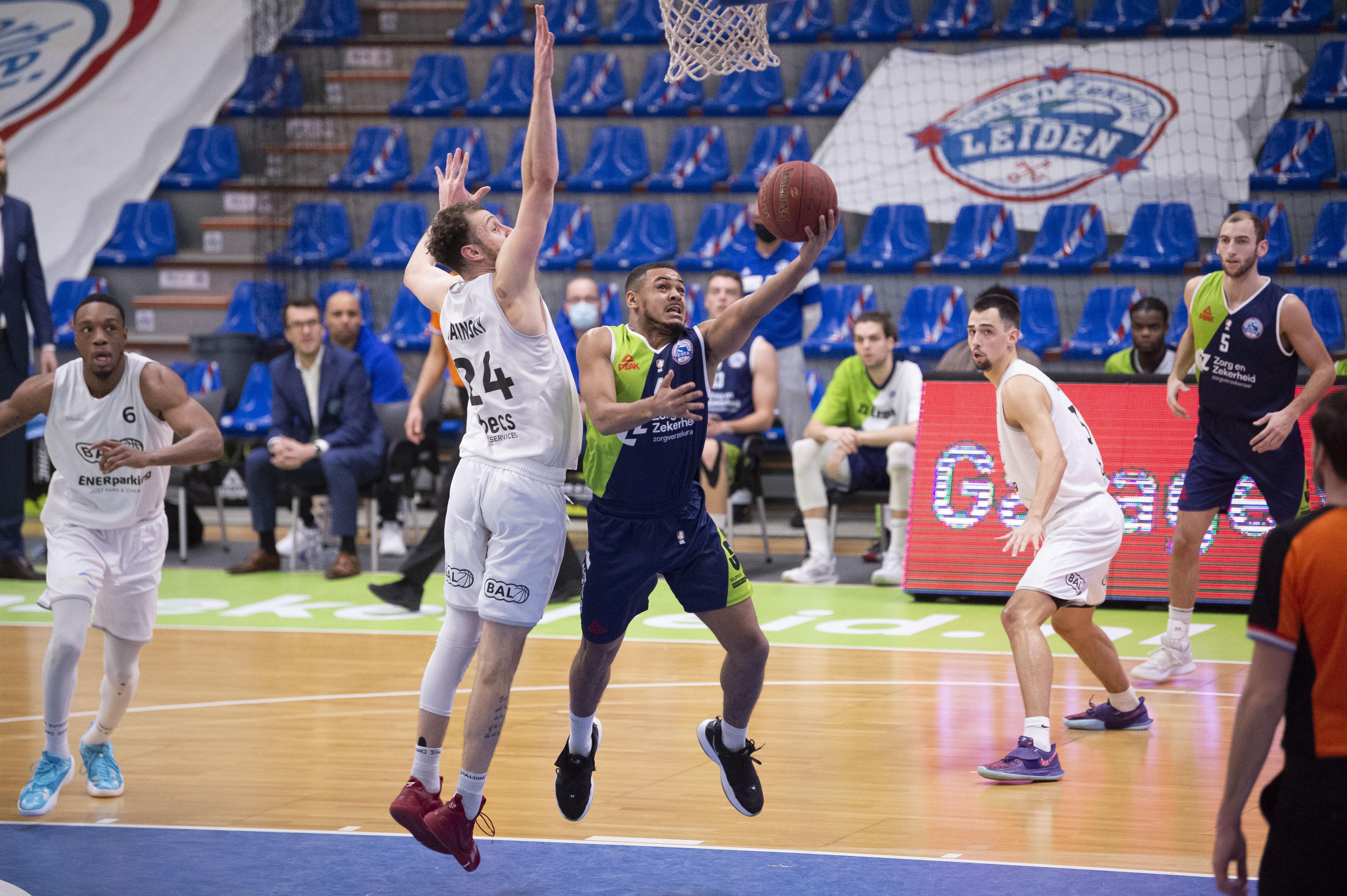 Na daverende zege op Donar valt midweeks optreden ZZ Leiden tegen BAL flink tegen; Leidse basketballers winnen uiteindelijk wel [video]