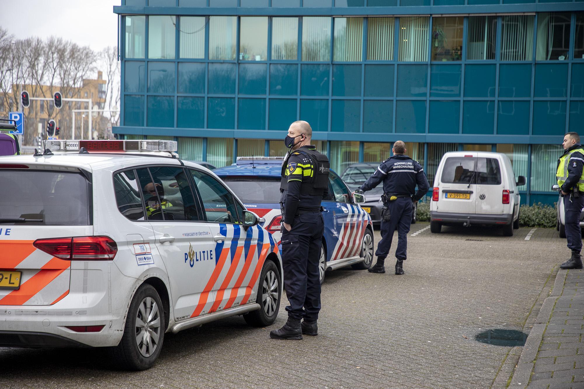 Man bedreigt medewerkers van GGZ-instelling in Velsen-Noord, verdachte uiteindelijk in Hoorn opgepakt