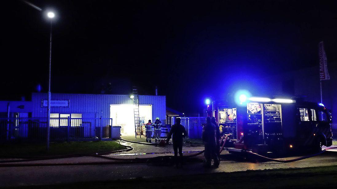 Eén persoon gewond bij grote brand in Enkhuizen