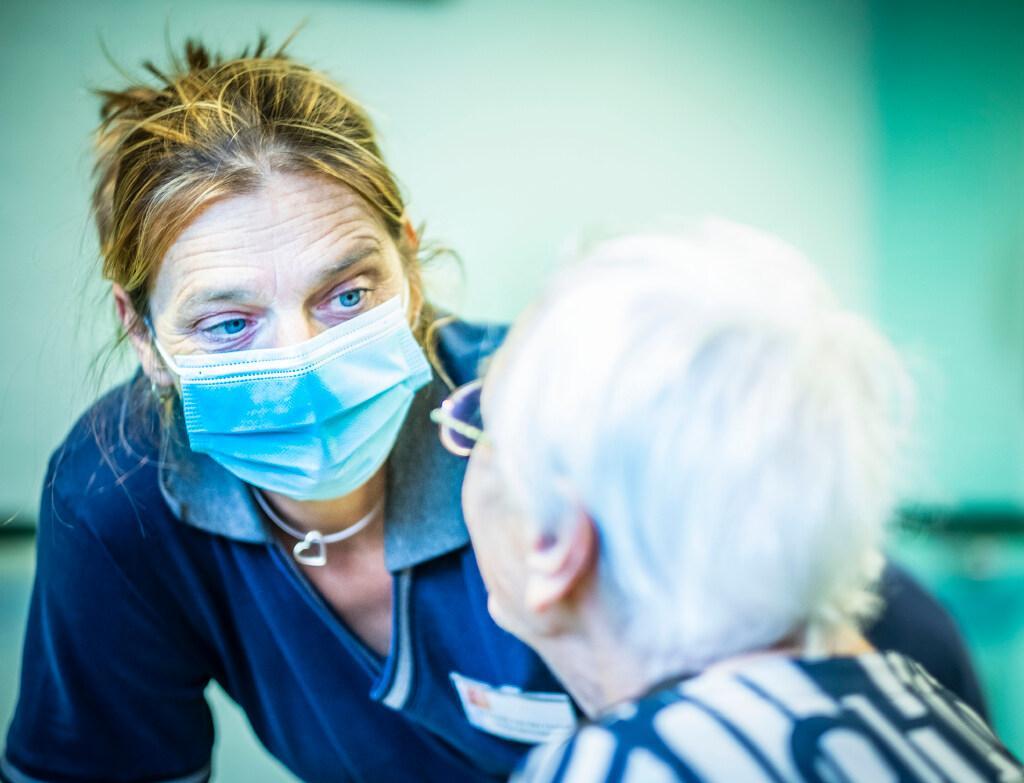 Miranda van der Linden legt eed voor verpleegkundige af dankzij anonieme donor: 'Op het gebied van suikerziekte ben ik een halve arts geworden'