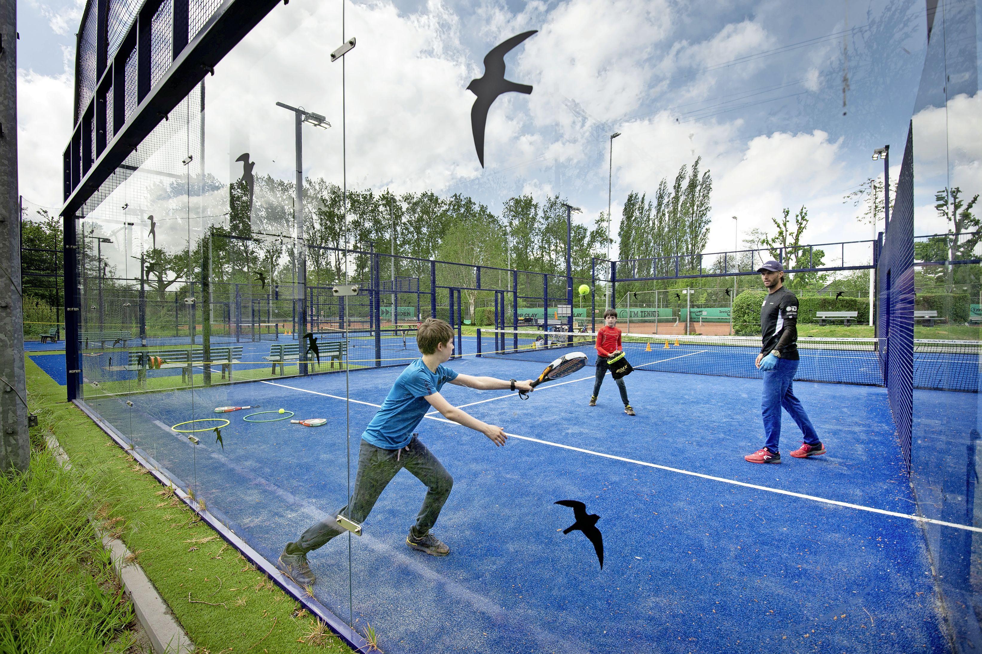 Crisis? Welke crisis? Leidse tennisvereniging Unicum verwelkomt duizendste lid en staat daarmee symbool voor landelijke trend