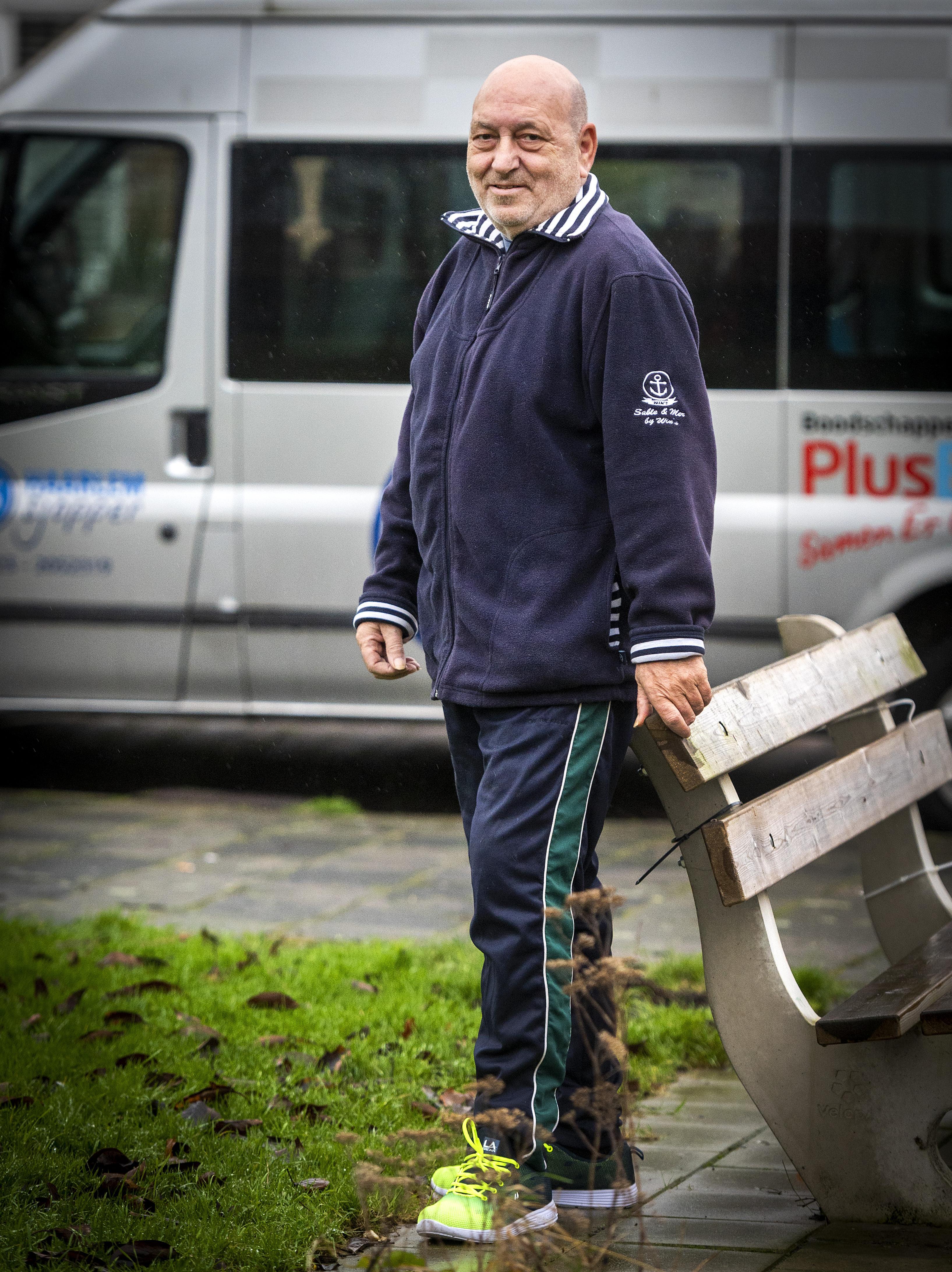 'Ik haal mensen achter de geraniums vandaan': Dick Klootwijk zorgt voor de minderbedeelden in de Haarlemse Slachthuisbuurt