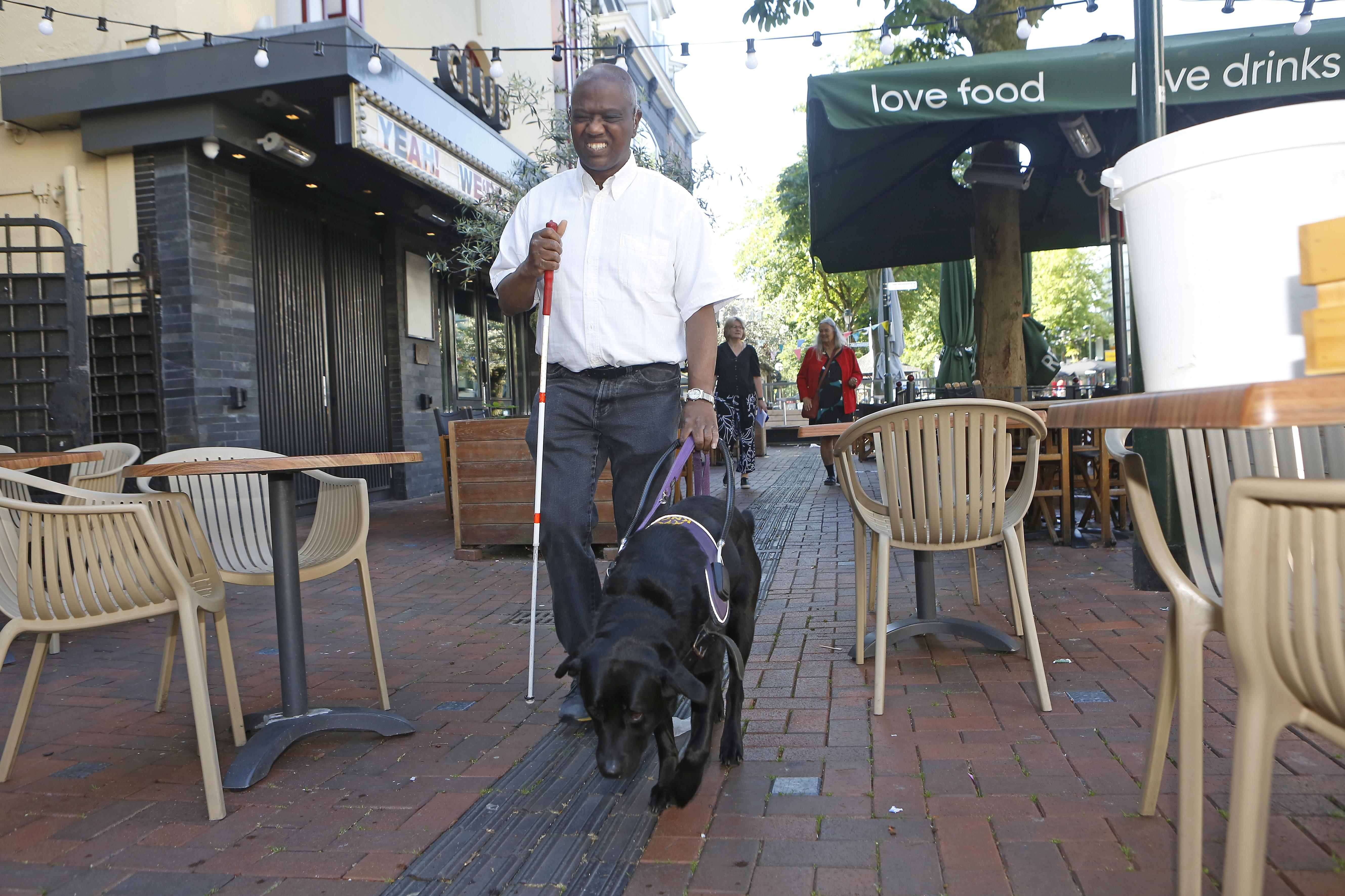 Hilversum maakt Groest toegankelijker dankzij mail van blinde Gregory Dunker: 'Het probleem zit nu wel goed tussen de oren'