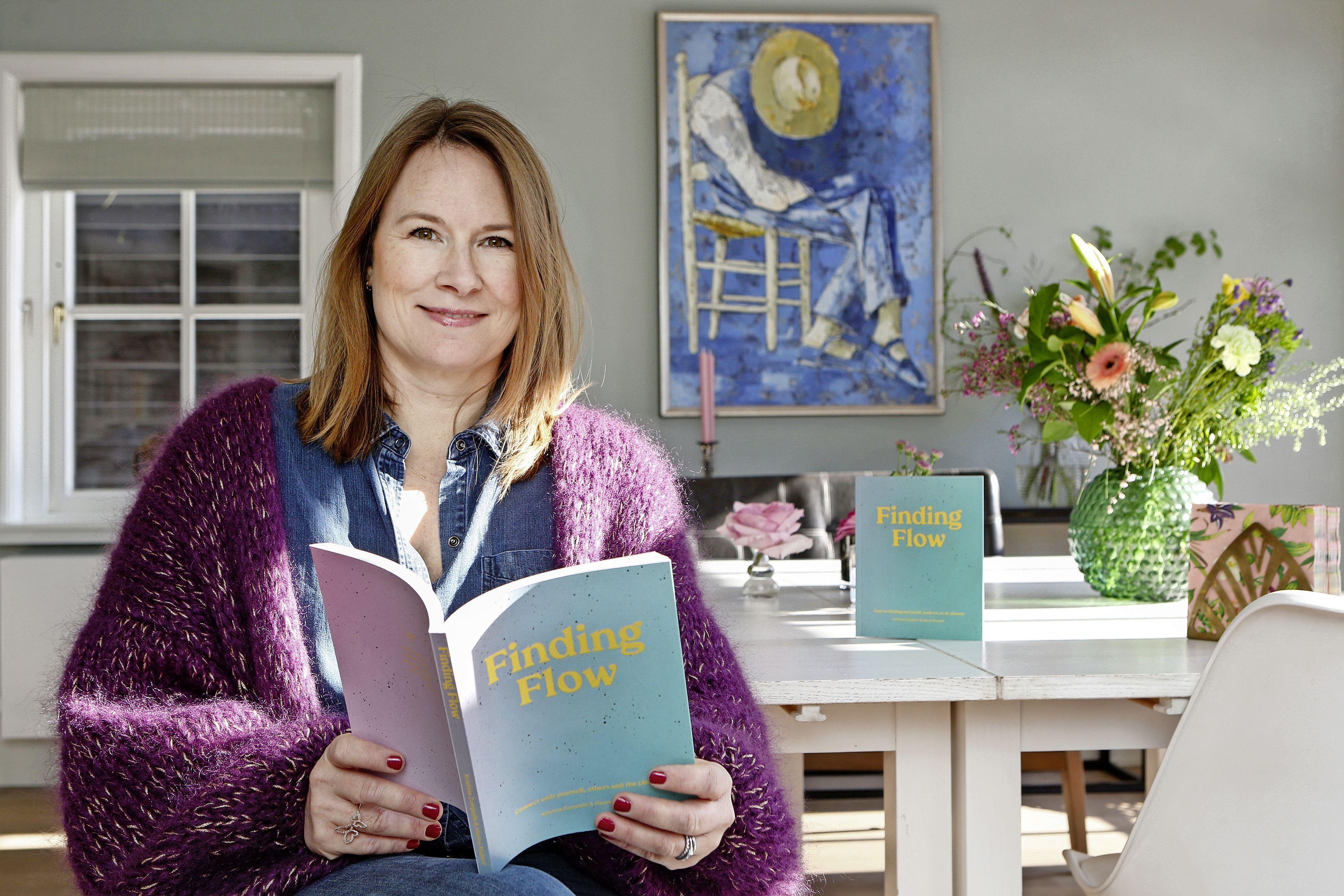 Blaricumse uit Zweden schrijft handboek voor het leven. 'Het is bedoeld om mensen lichter te laten leven'