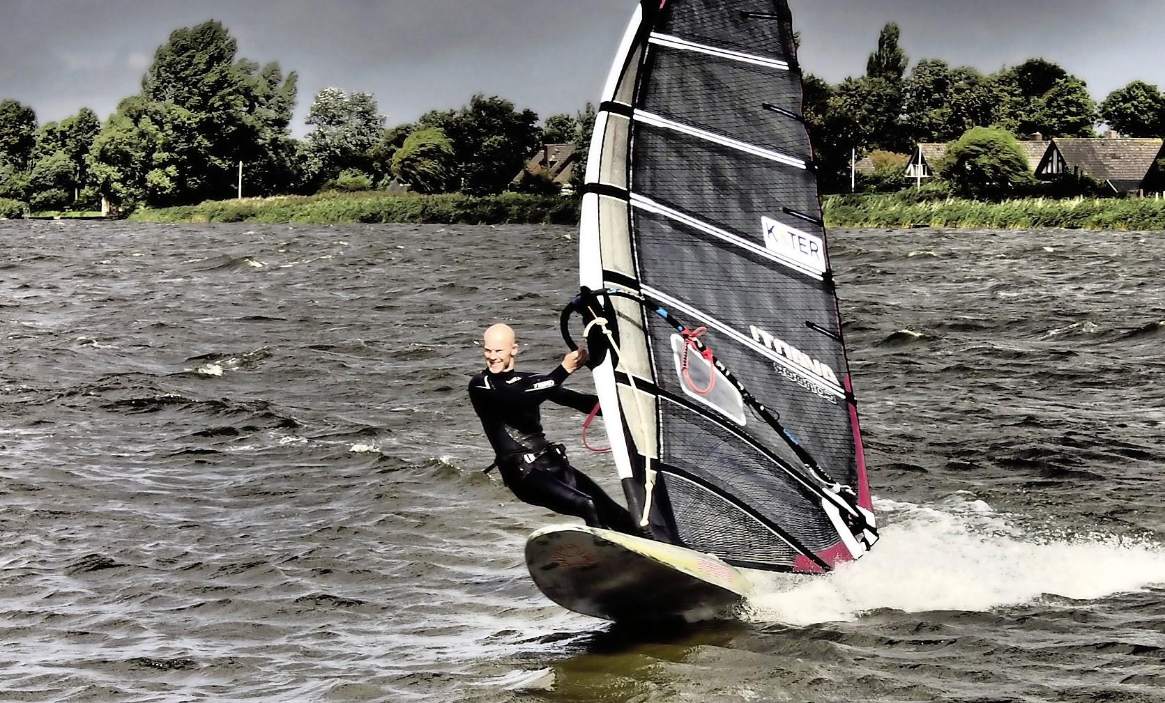 Haarlemmers surfen NK Marathon: gesloopt het water af