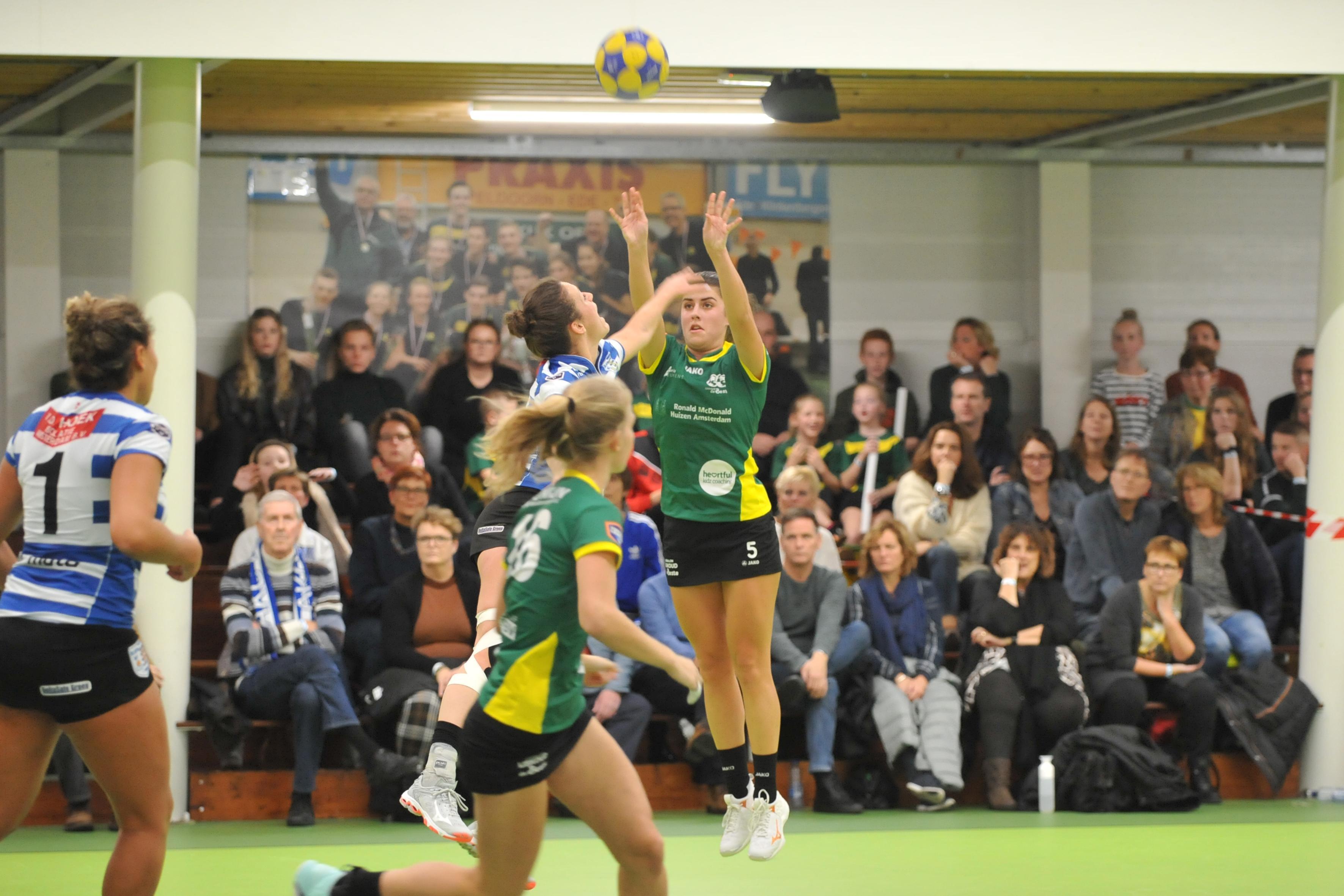 Groen Geel-korfbalster Lisanne de Bruin: 'Een gezellige vrijdagavond moet kunnen, mits je fit aan de wedstrijd begint'