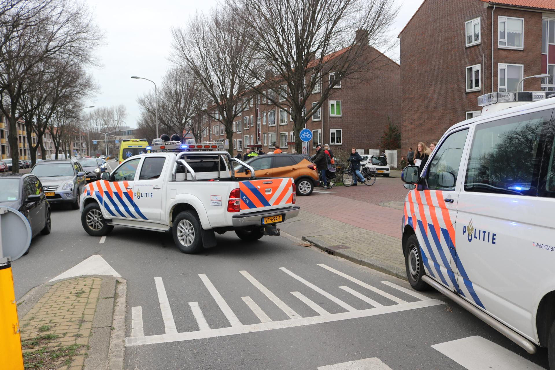 Postbode op fiets aangereden in Katwijk, verkeer op Karel Doormanlaan loopt vast