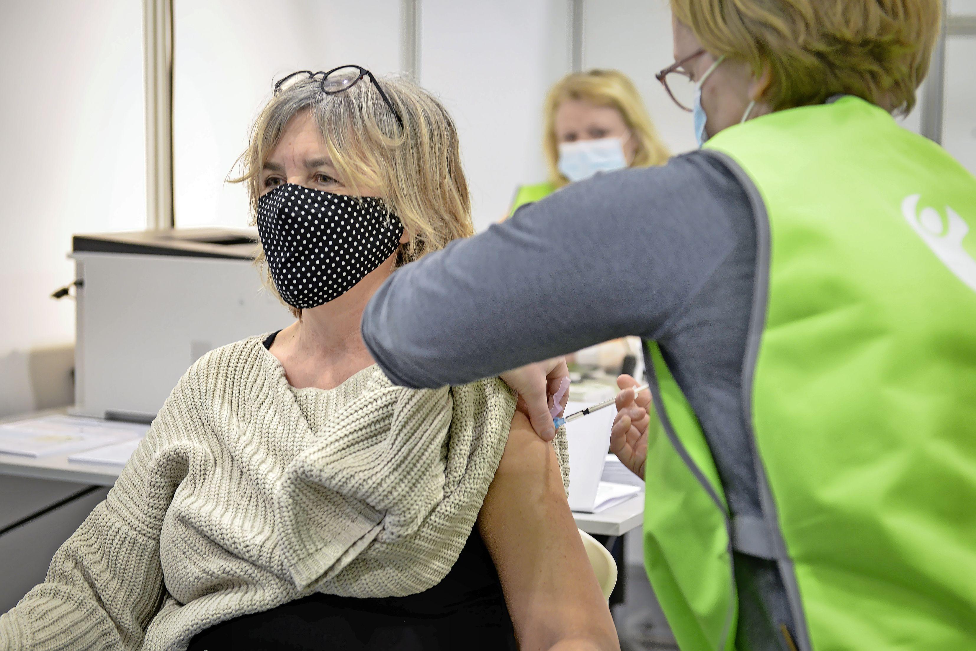 Ook Texelse zestigplussers worden op het eiland gevaccineerd. Update: nog niet bekend of 18- tot en met 59-jarigen naar Den Helder moeten