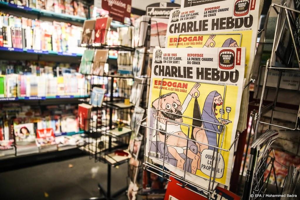 Vrouw in T-shirt van Charlie Hebdo aangevallen met mes in Londen