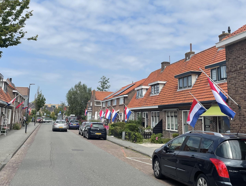 Inwoners van Schagen hijsen de vlag halfstok voor Peter R. de Vries