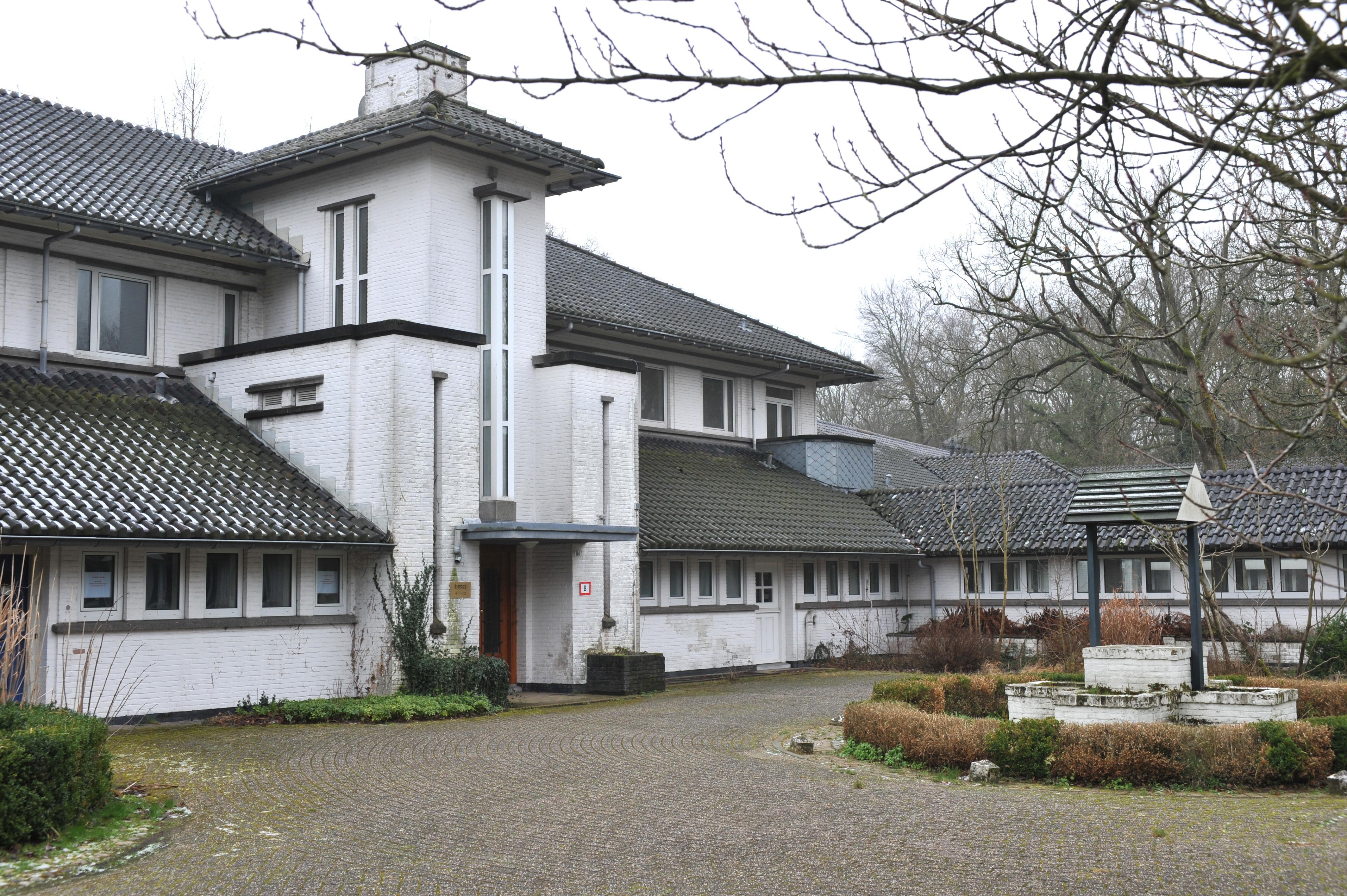 Minderjarige verdachten van steekincident in Castricum waren pupillen van de gesloten jeugdzorginstelling Antonius. Eén ontsnapte via een dakraam, anderen waren niet teruggekeerd van verlof