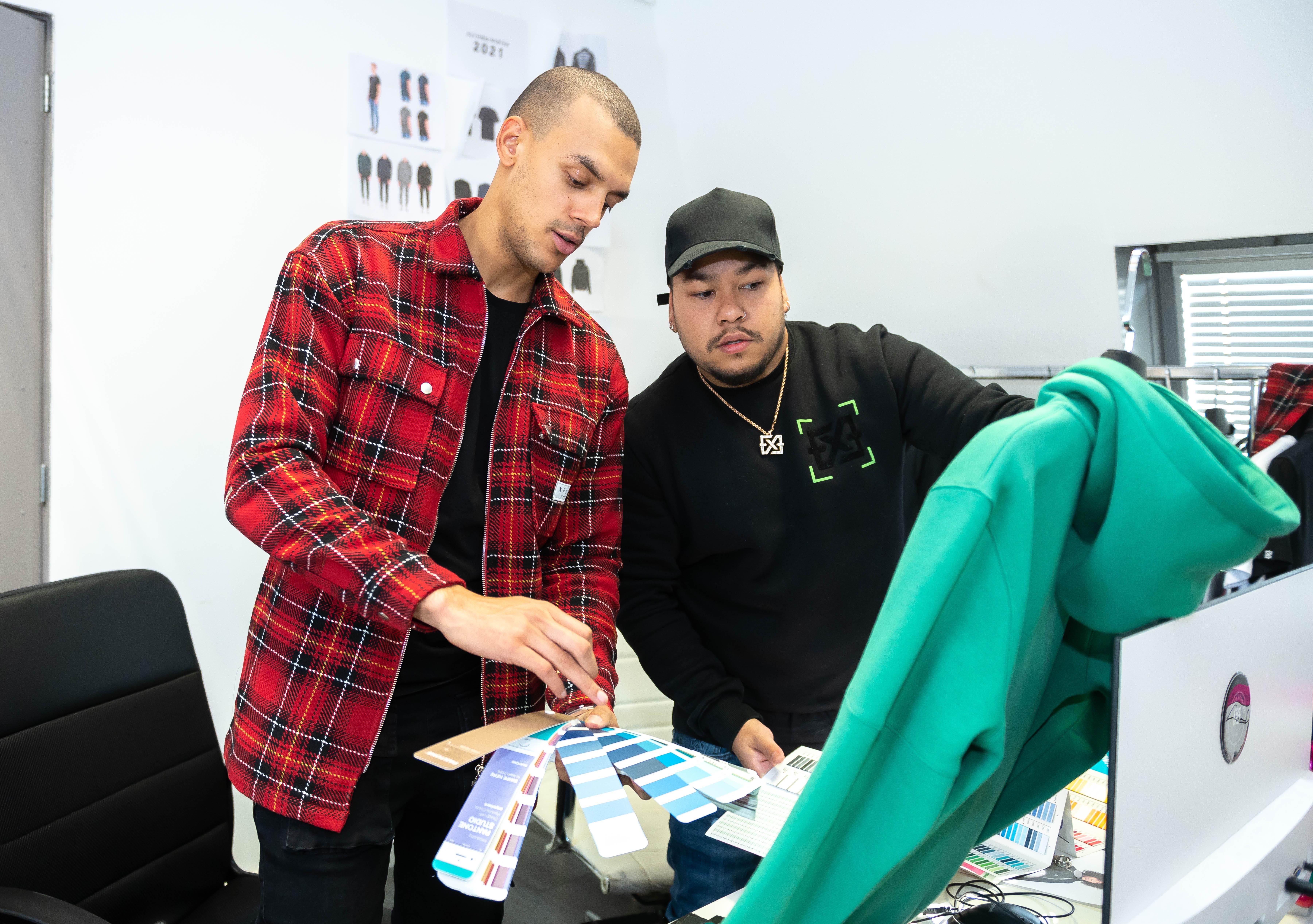 Shaquille en Garezi maken kleding voor rappers en voetballers met merk Xplct Studios
