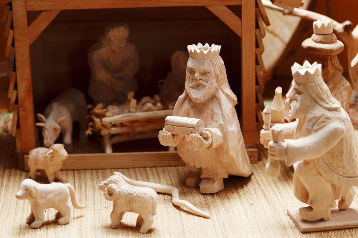 Geen kindje wiegen, wel kerststallenexpositie in Cunerakerk Nibbixwoud