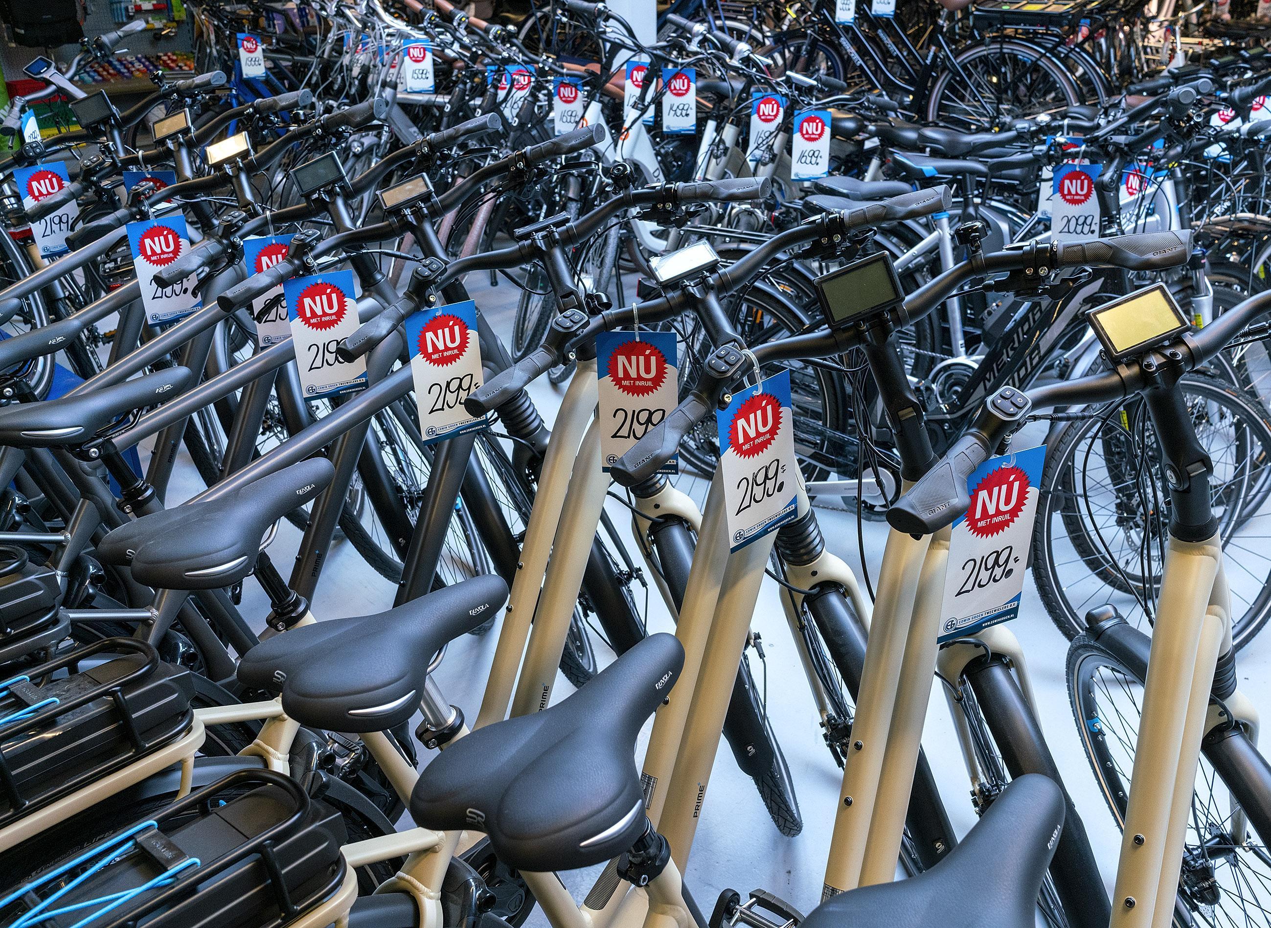 Verkoop fietsen, e-bikes en scooters in regio Alkmaar loopt als een speer:'Veel mensen houden centjes over, omdat ze door corona niet op vakantie kunnen'