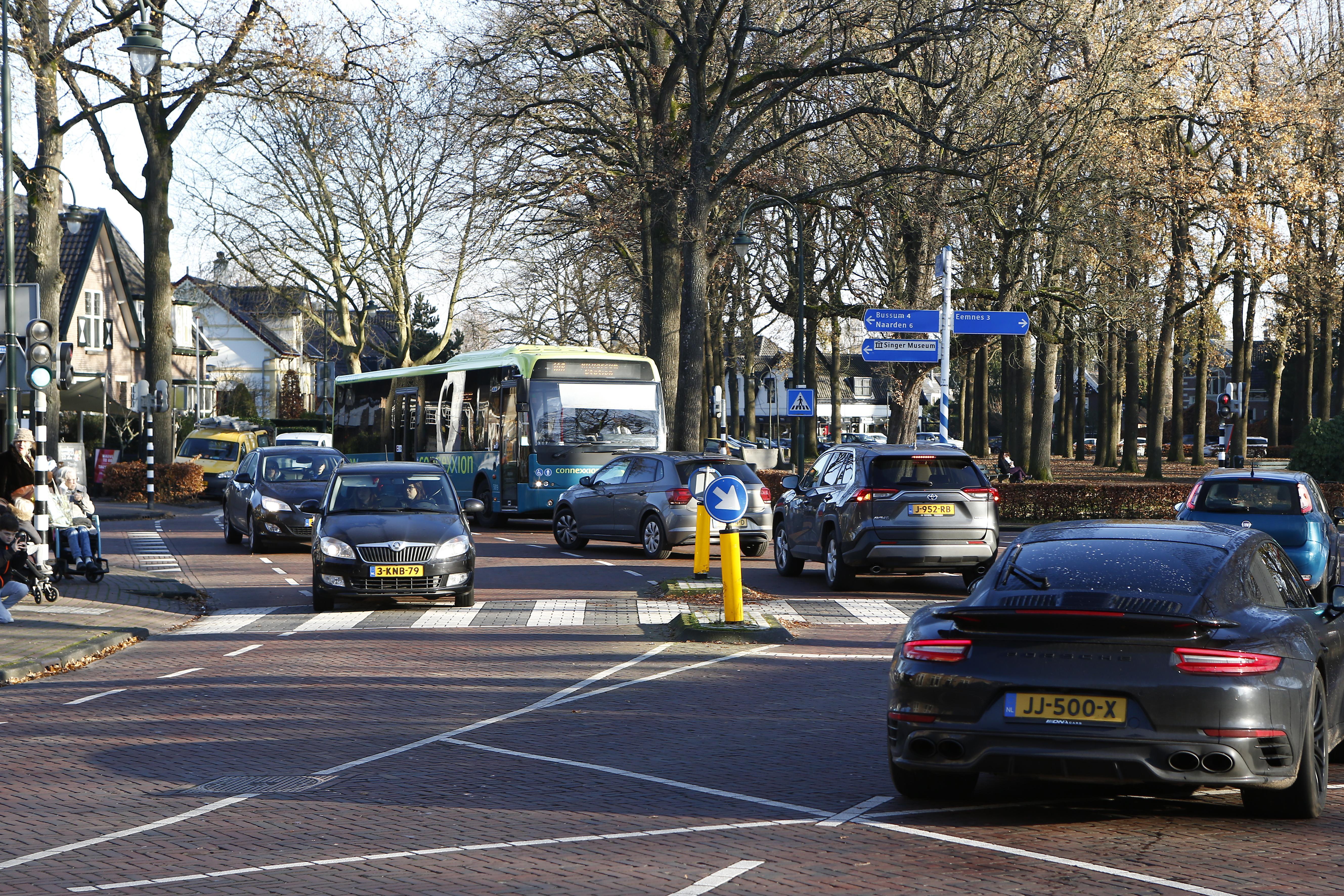 Doorstroming verkeer op Brink in Laren wordt verbeterd