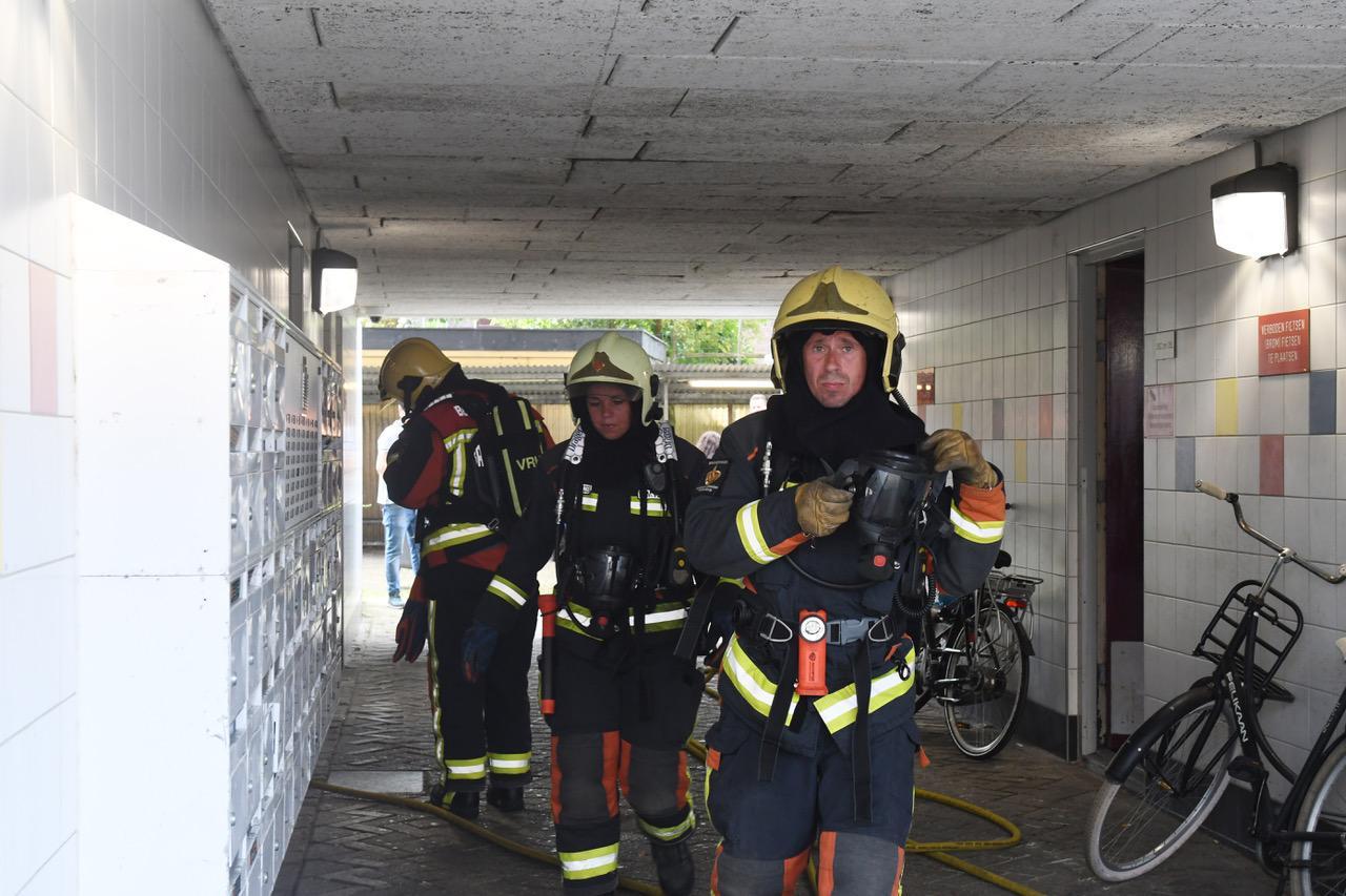 Man aangehouden vanwege brand in appartementencomplex Leiden, buren moeten tijdelijk uit hun huizen