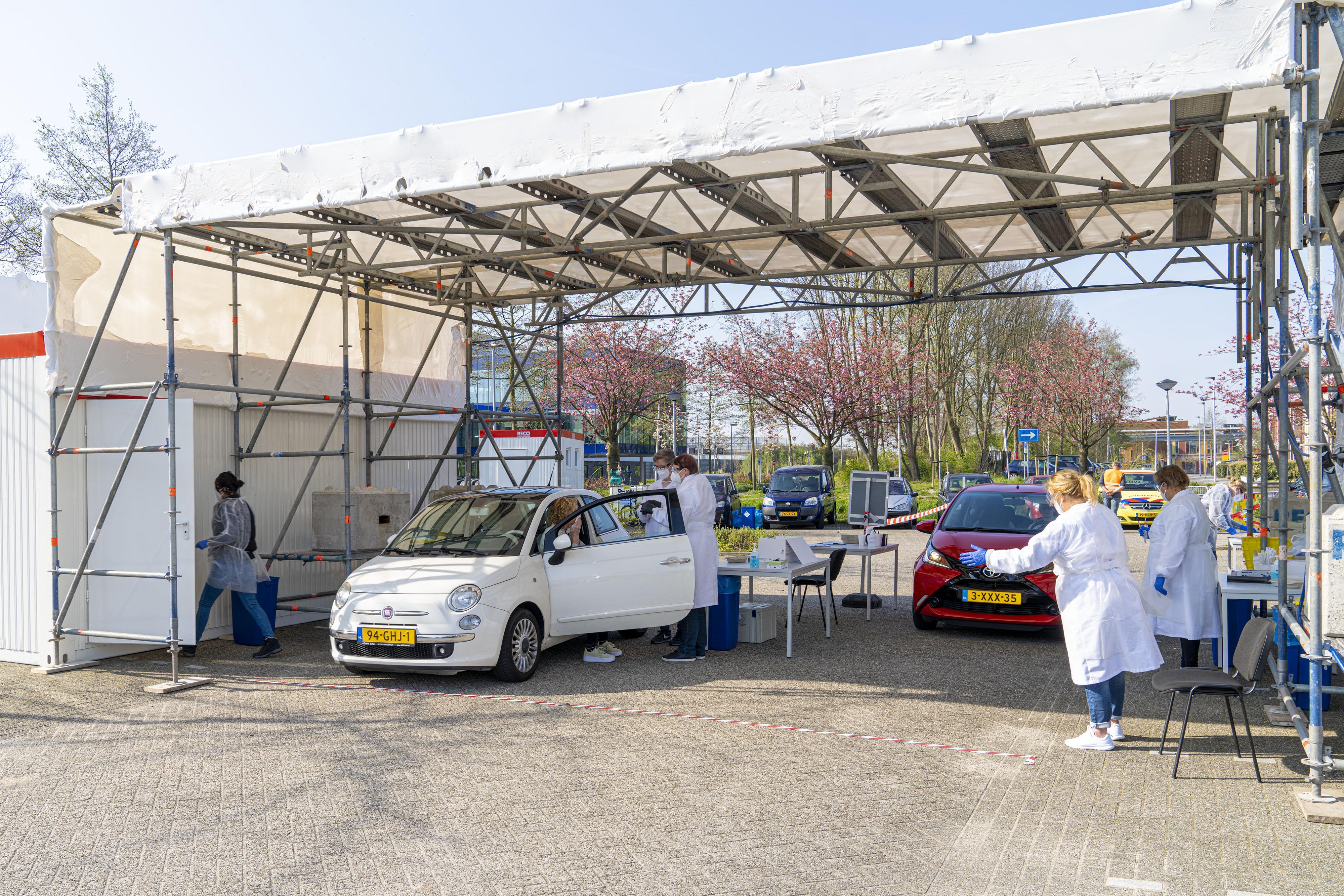 Ook drive-thru teststraat corona voor zorgmedewerkers op Park Vliegbasis Soesterberg