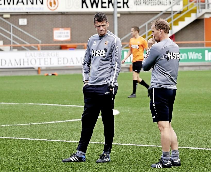 Speelveld FC Volendam volgens De Graafschap in erbarmelijke staat: 'Dat kunstgras hier, daar kan je een deur mee schuren'